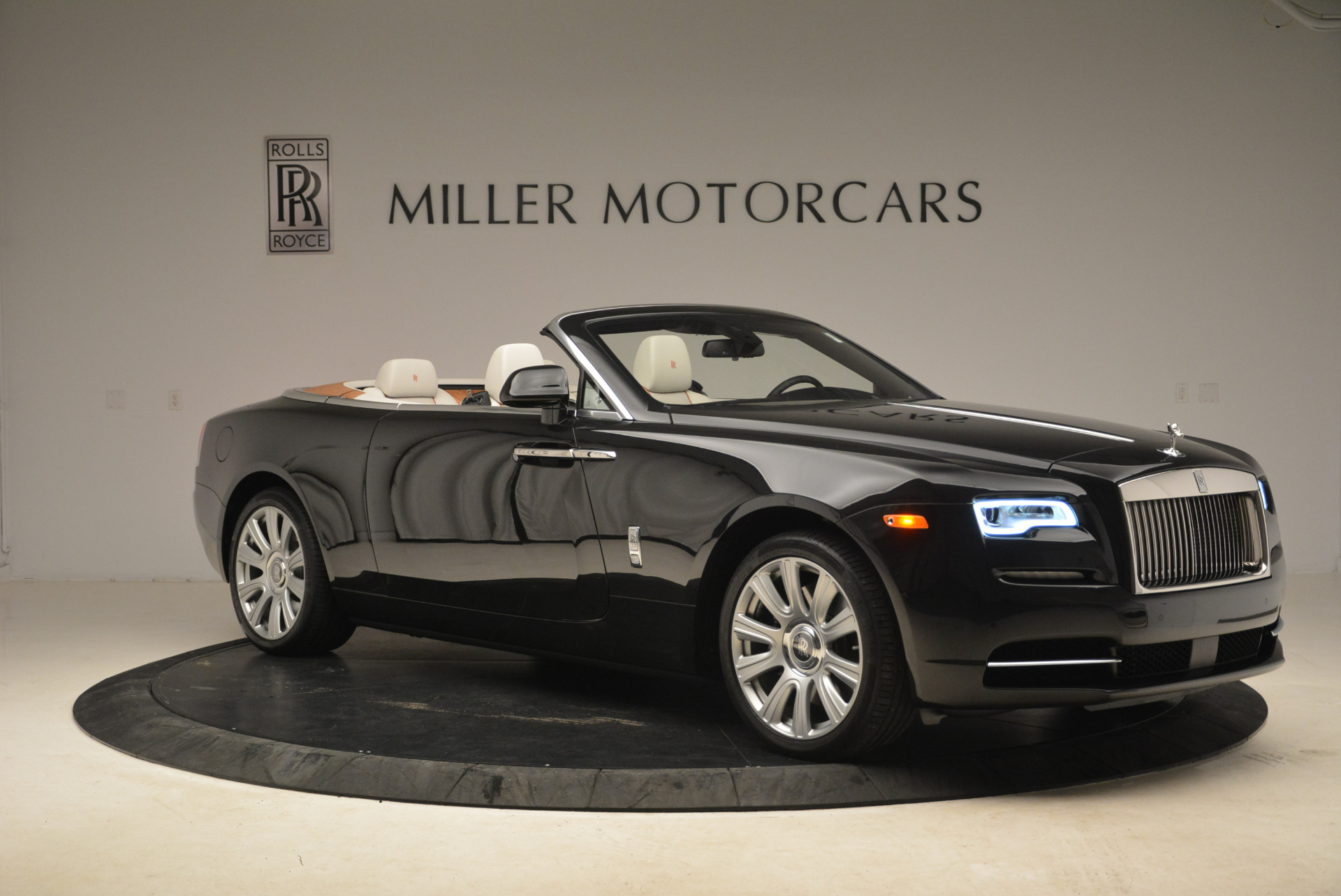 Used 2016 Rolls-Royce Dawn  For Sale In Westport, CT 2220_p11