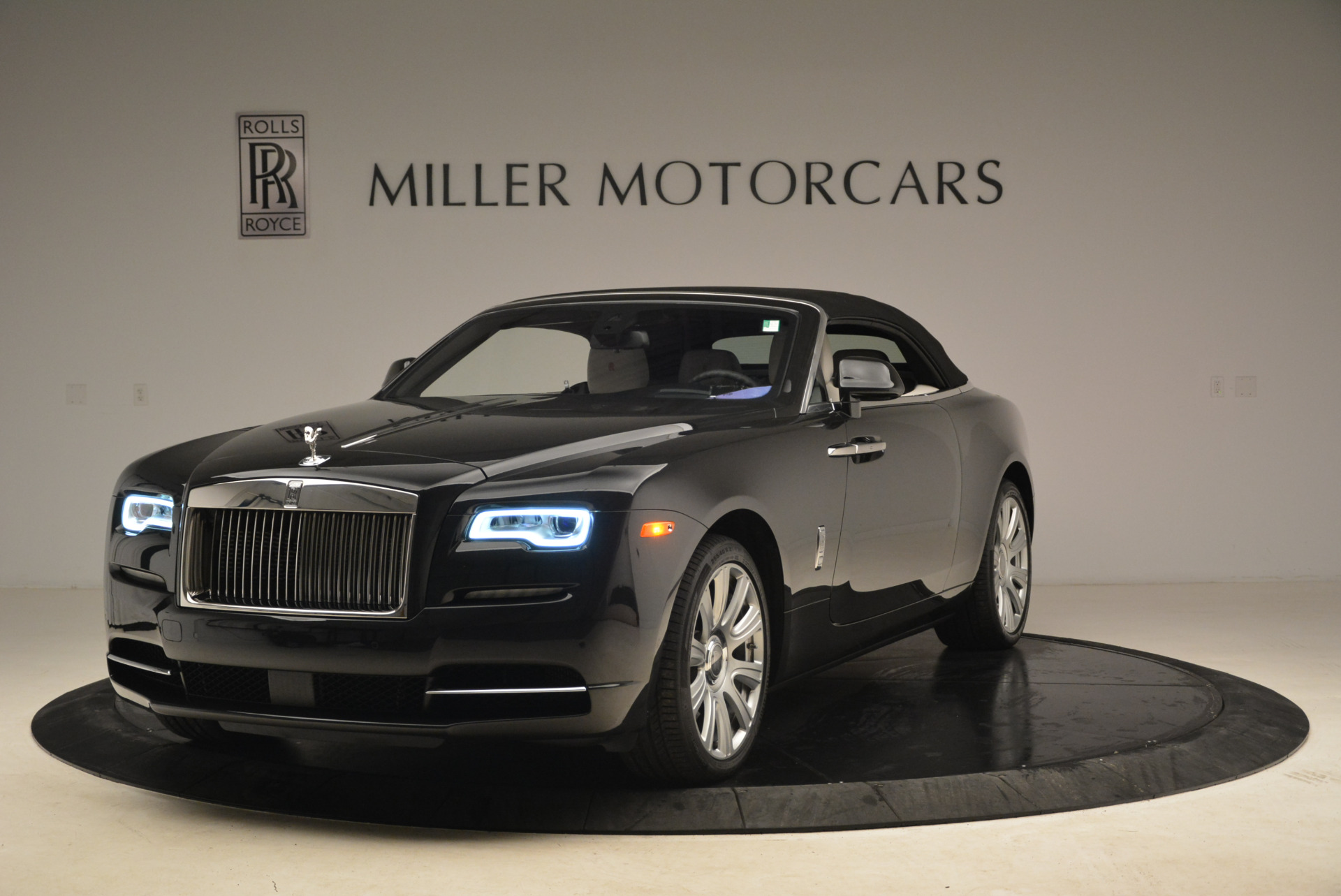 Used 2016 Rolls-Royce Dawn  For Sale In Westport, CT 2220_p13