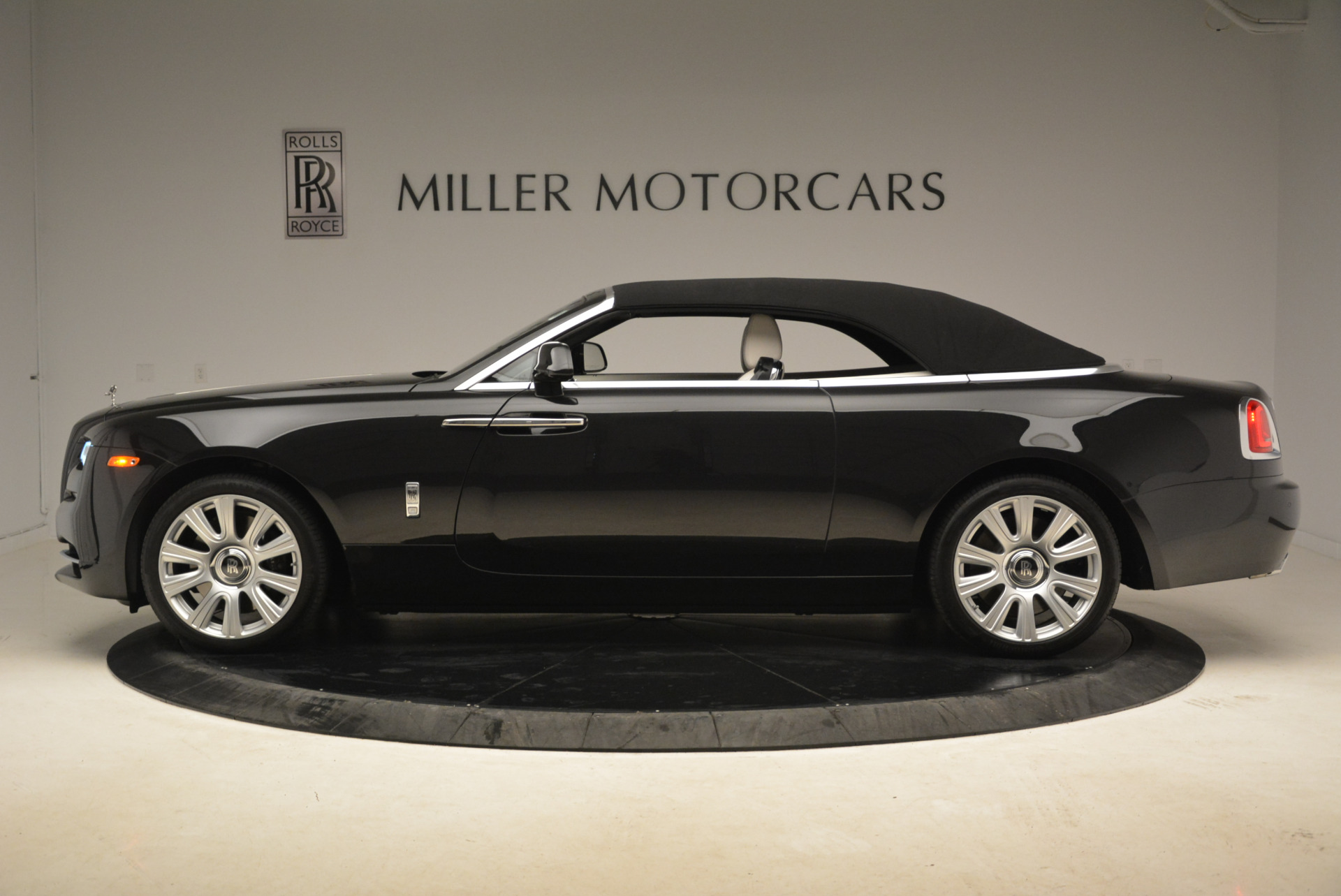 Used 2016 Rolls-Royce Dawn  For Sale In Westport, CT 2220_p15
