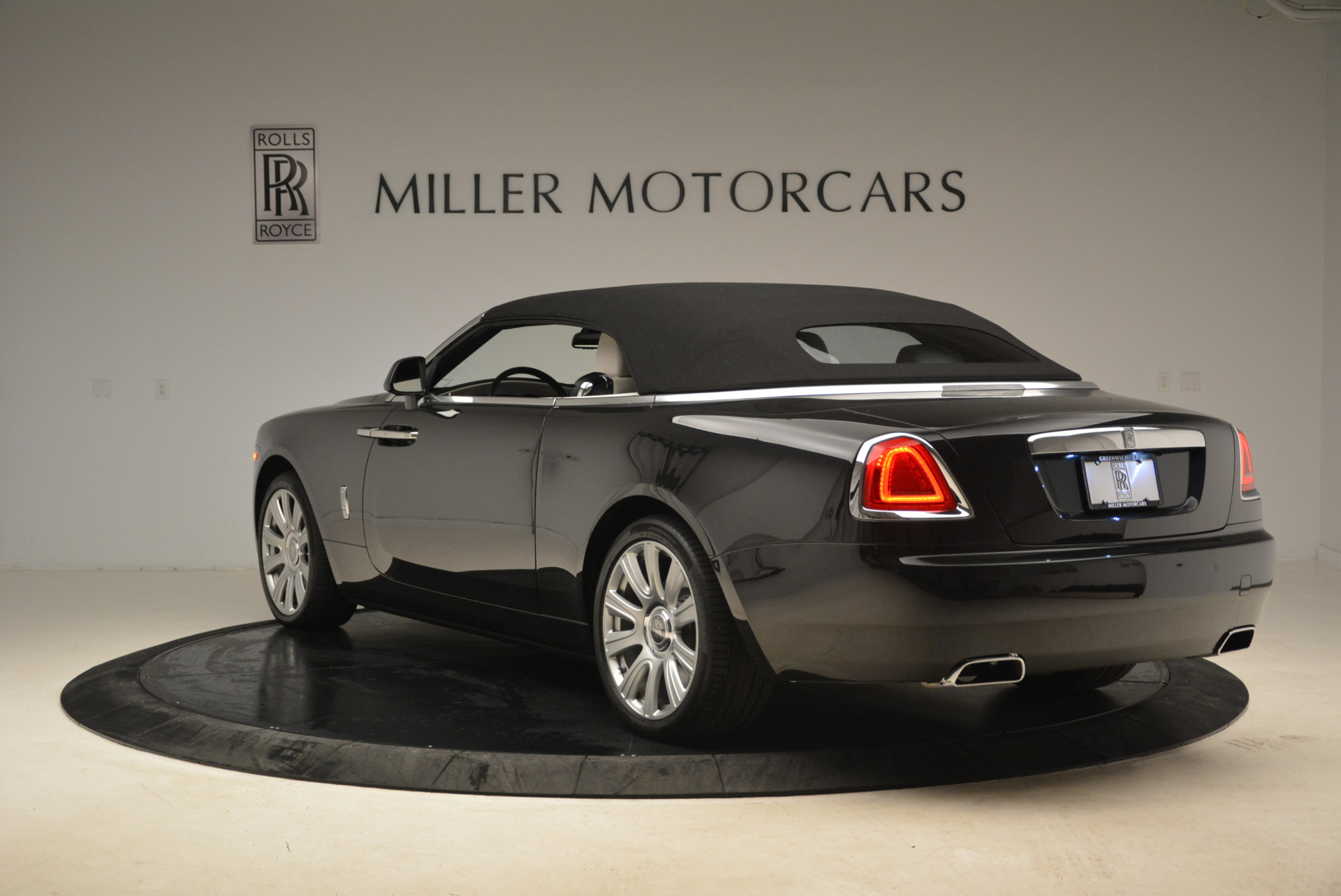 Used 2016 Rolls-Royce Dawn  For Sale In Westport, CT 2220_p17
