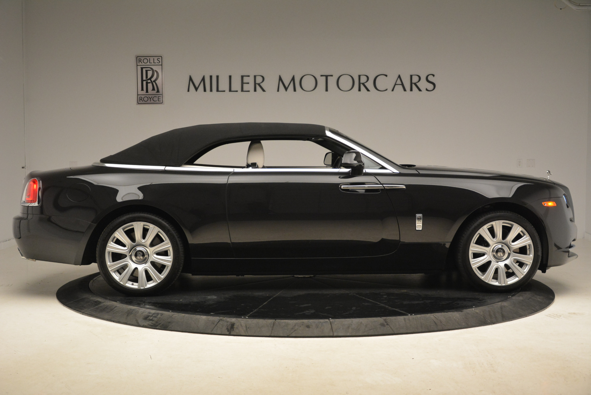Used 2016 Rolls-Royce Dawn  For Sale In Westport, CT 2220_p21