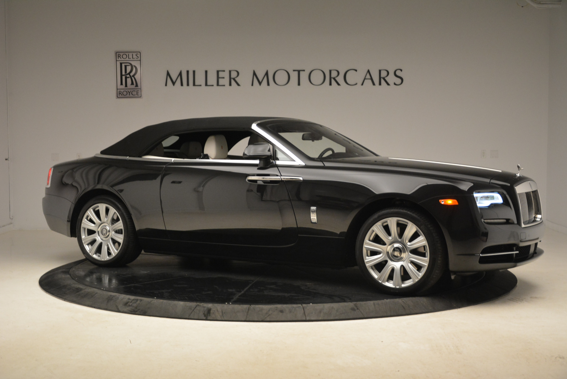 Used 2016 Rolls-Royce Dawn  For Sale In Westport, CT 2220_p22