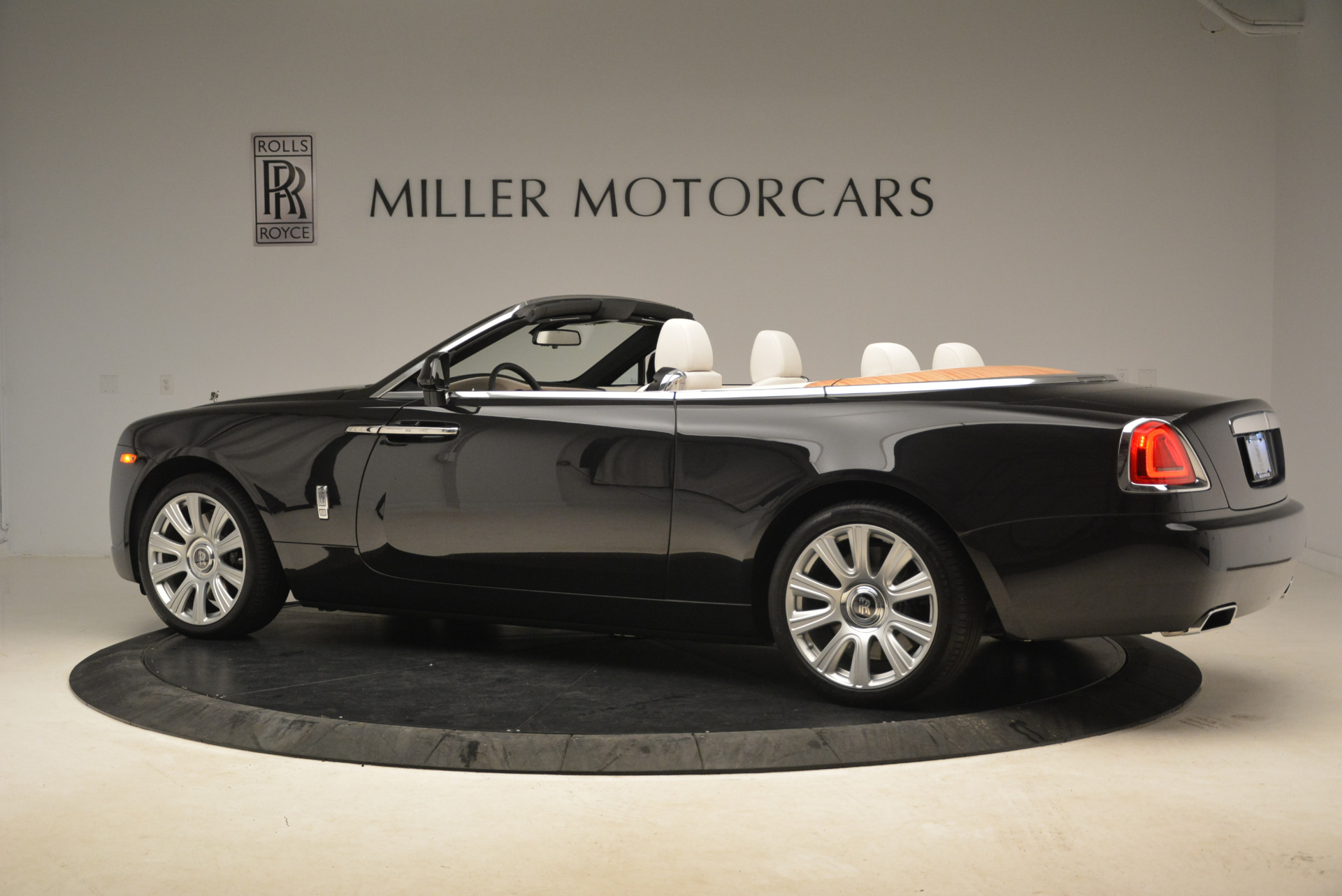 Used 2016 Rolls-Royce Dawn  For Sale In Westport, CT 2220_p4