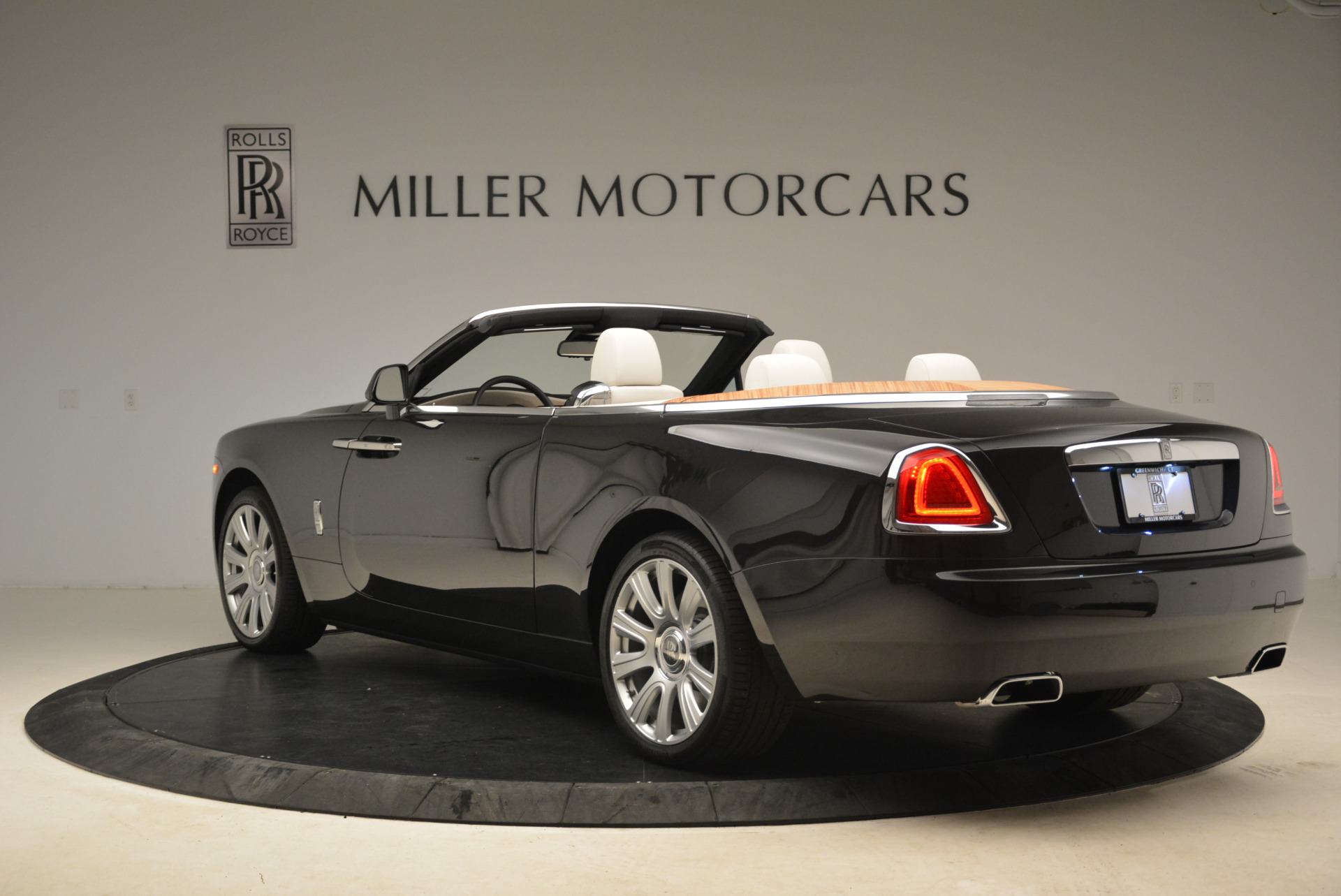 Used 2016 Rolls-Royce Dawn  For Sale In Westport, CT 2220_p5