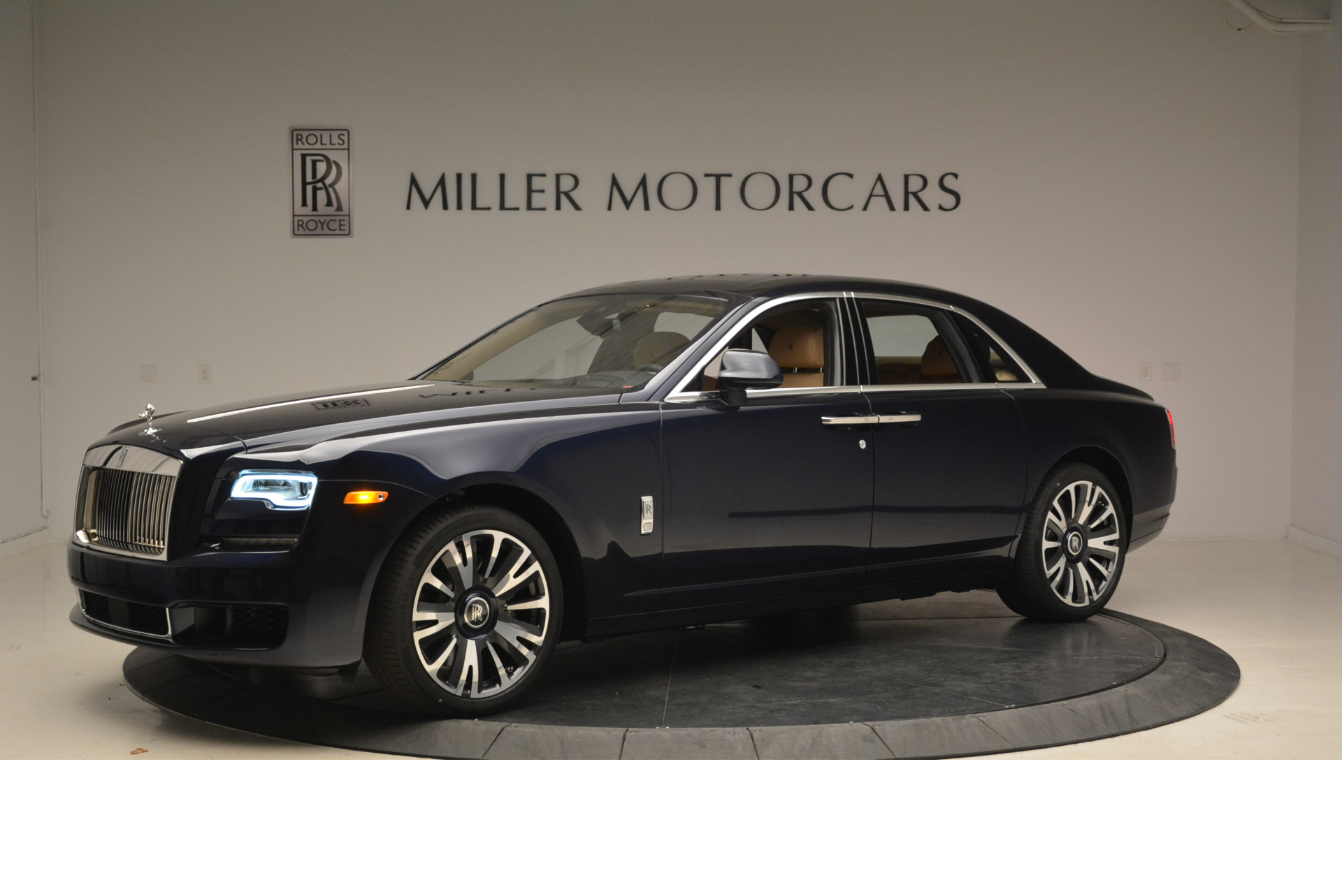 Used 2018 Rolls-Royce Ghost  For Sale In Westport, CT 2231_p2