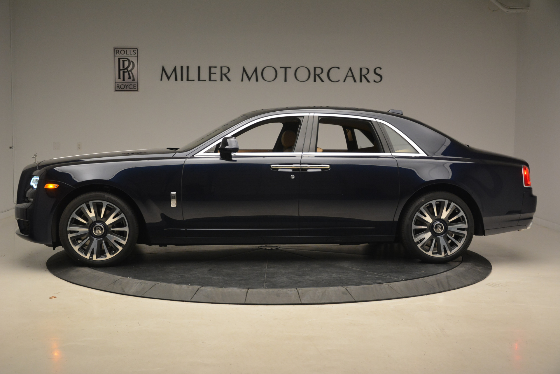 Used 2018 Rolls-Royce Ghost  For Sale In Westport, CT 2231_p3