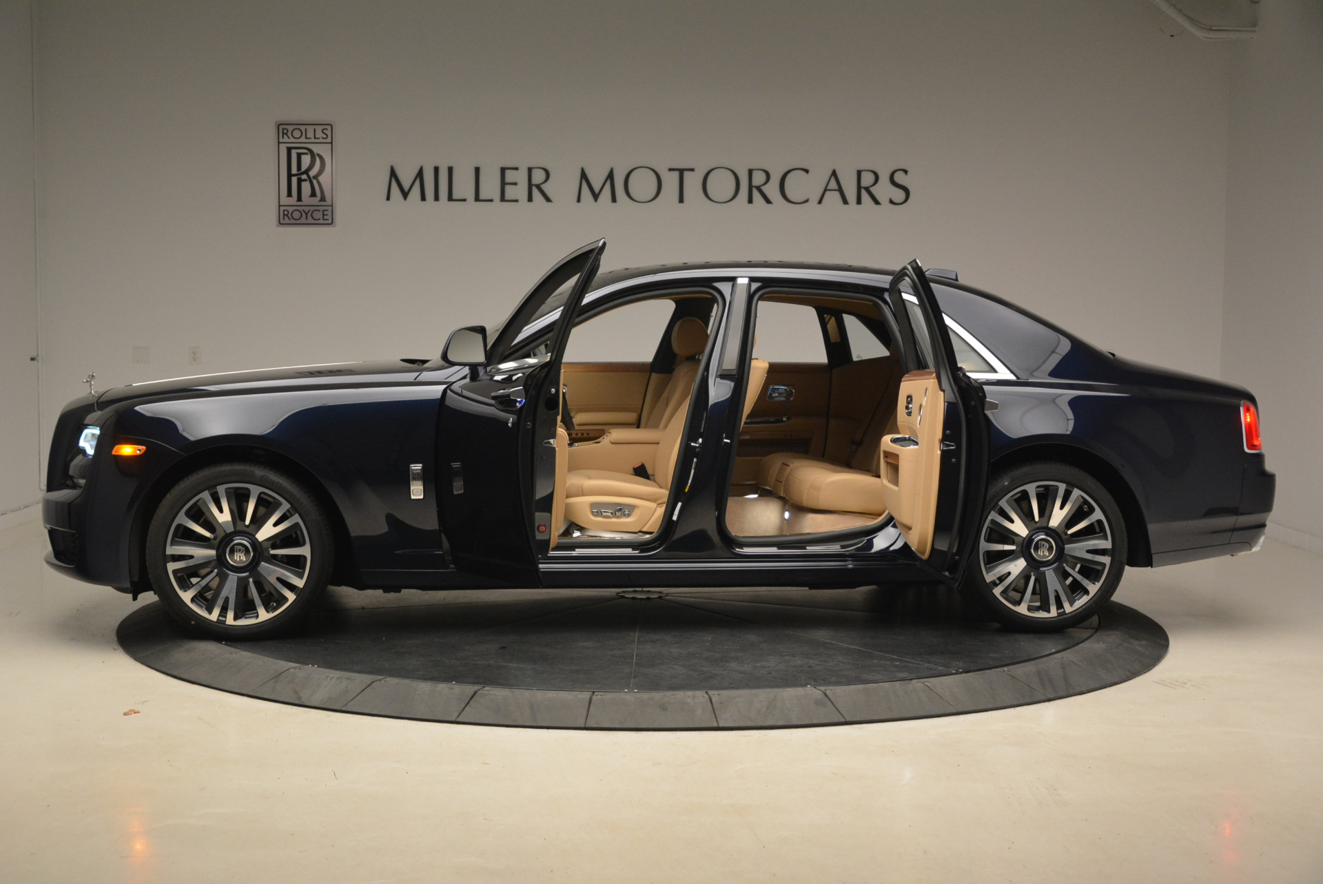 Used 2018 Rolls-Royce Ghost  For Sale In Westport, CT 2231_p4