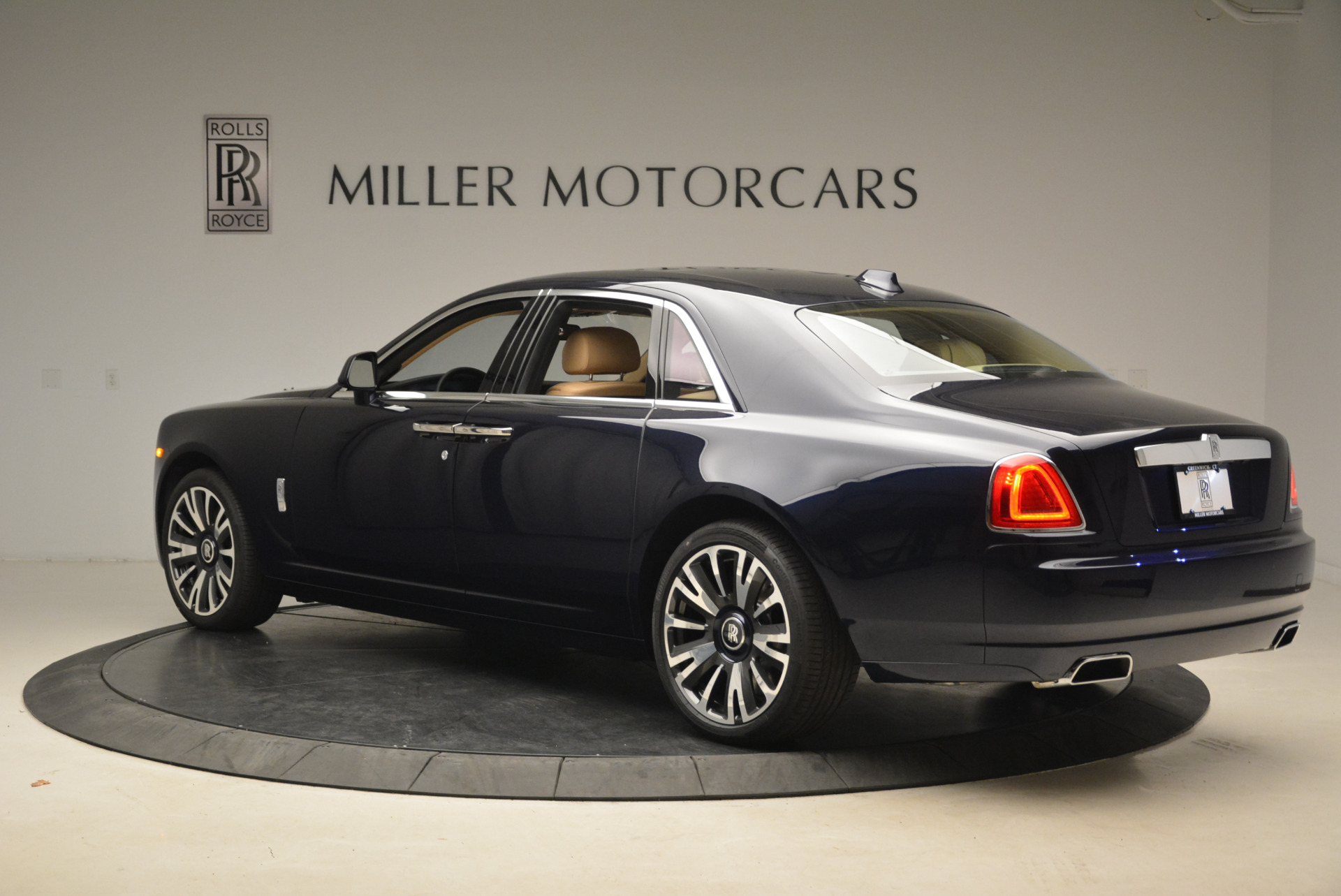 Used 2018 Rolls-Royce Ghost  For Sale In Westport, CT 2231_p6