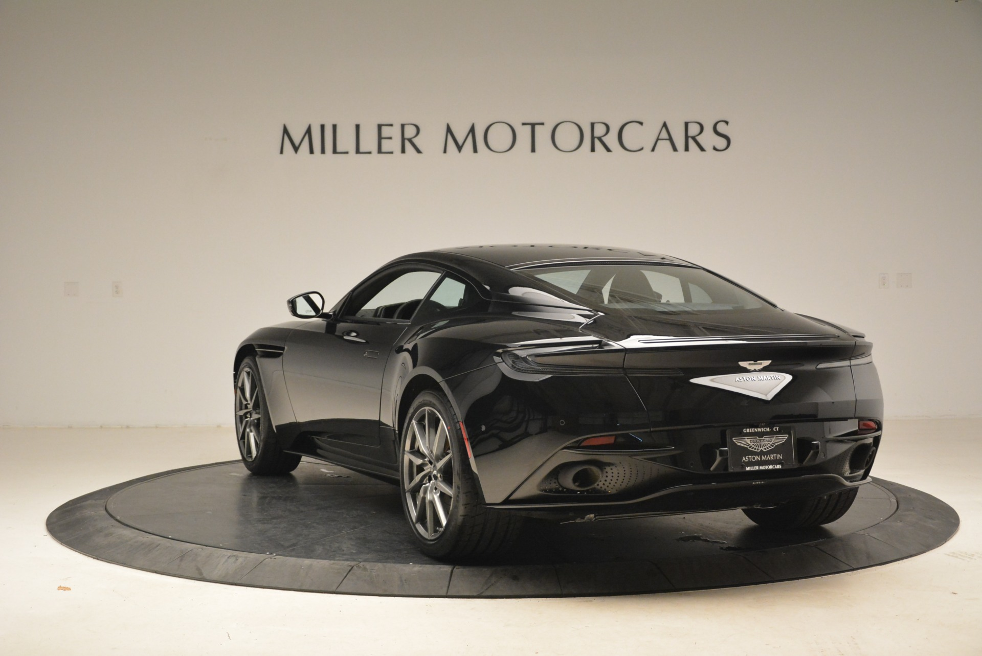 Used 2018 Aston Martin DB11 V8 Coupe For Sale In Westport, CT 2237_p5