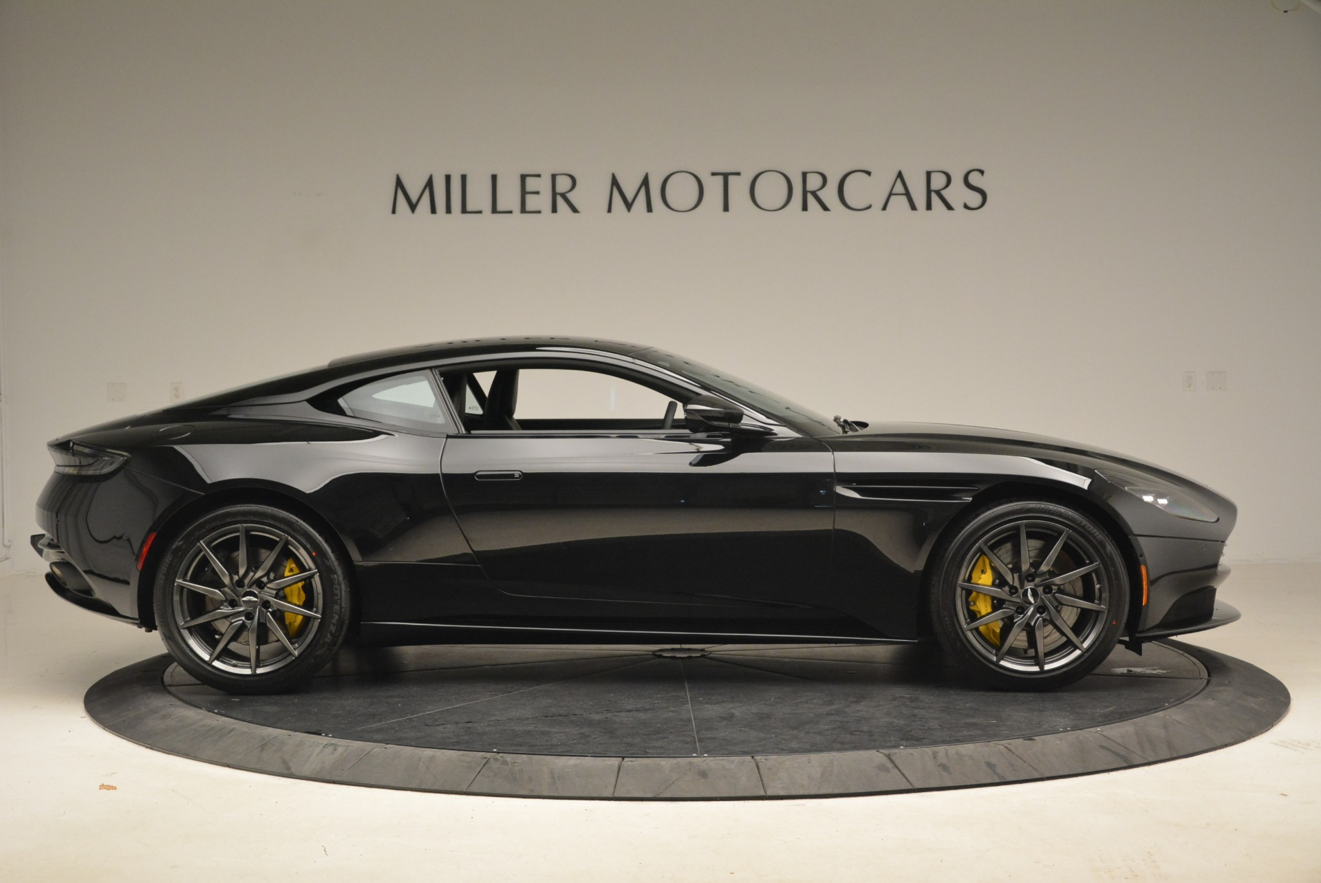 Used 2018 Aston Martin DB11 V8 Coupe For Sale In Westport, CT 2237_p9