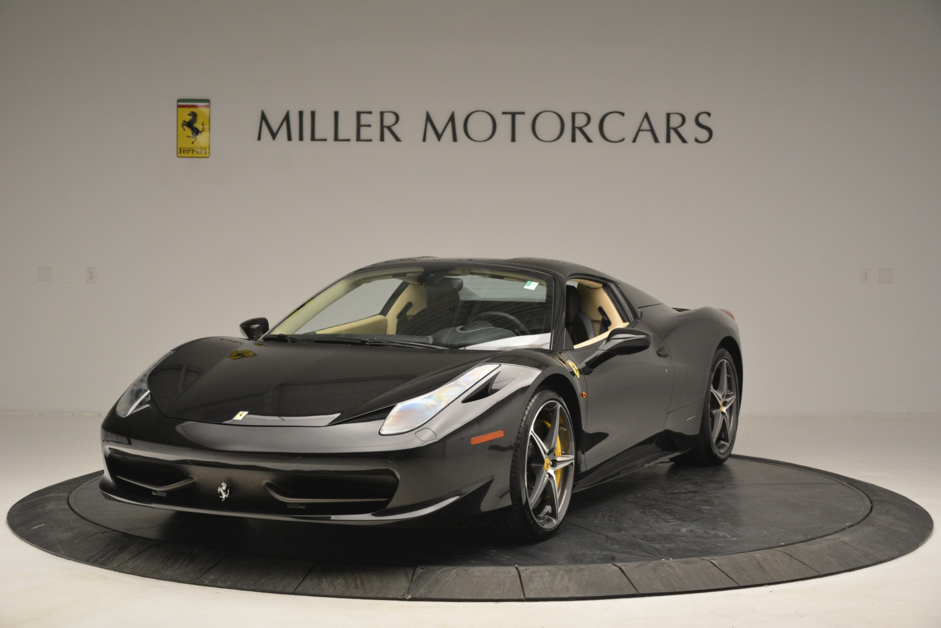 Used 2014 Ferrari 458 Spider  For Sale In Westport, CT 2258_p13
