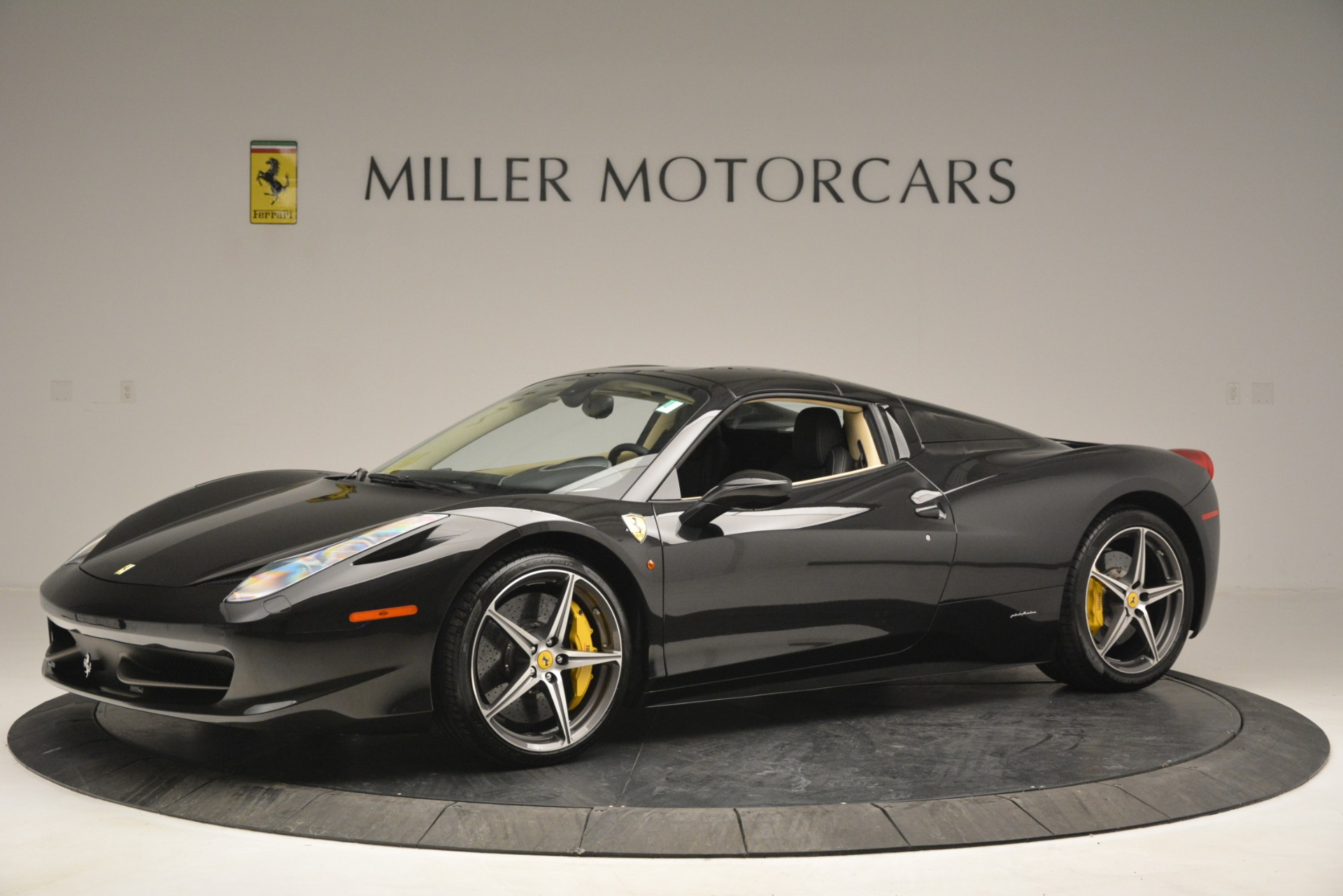 Used 2014 Ferrari 458 Spider  For Sale In Westport, CT 2258_p14