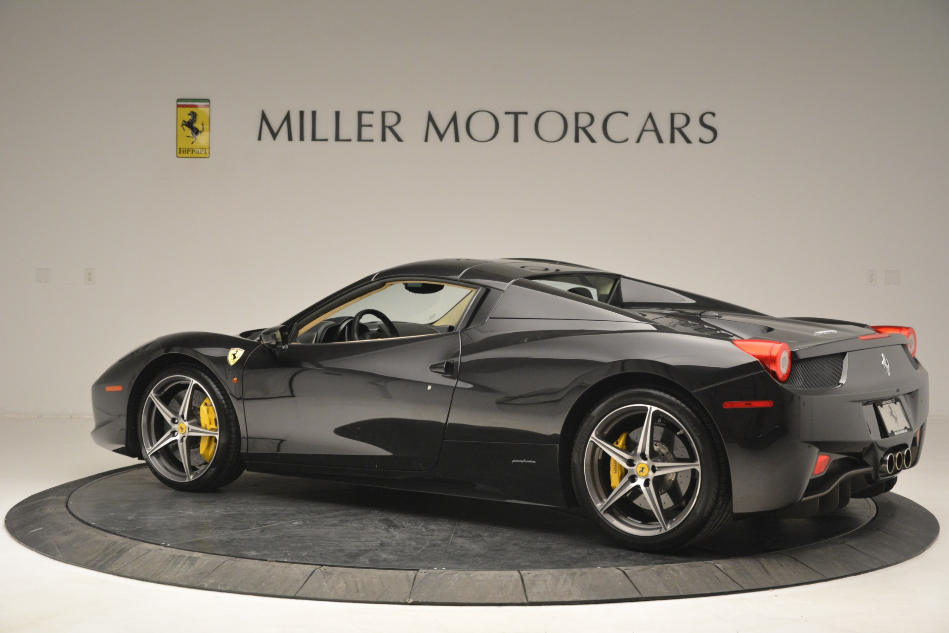 Used 2014 Ferrari 458 Spider  For Sale In Westport, CT 2258_p16
