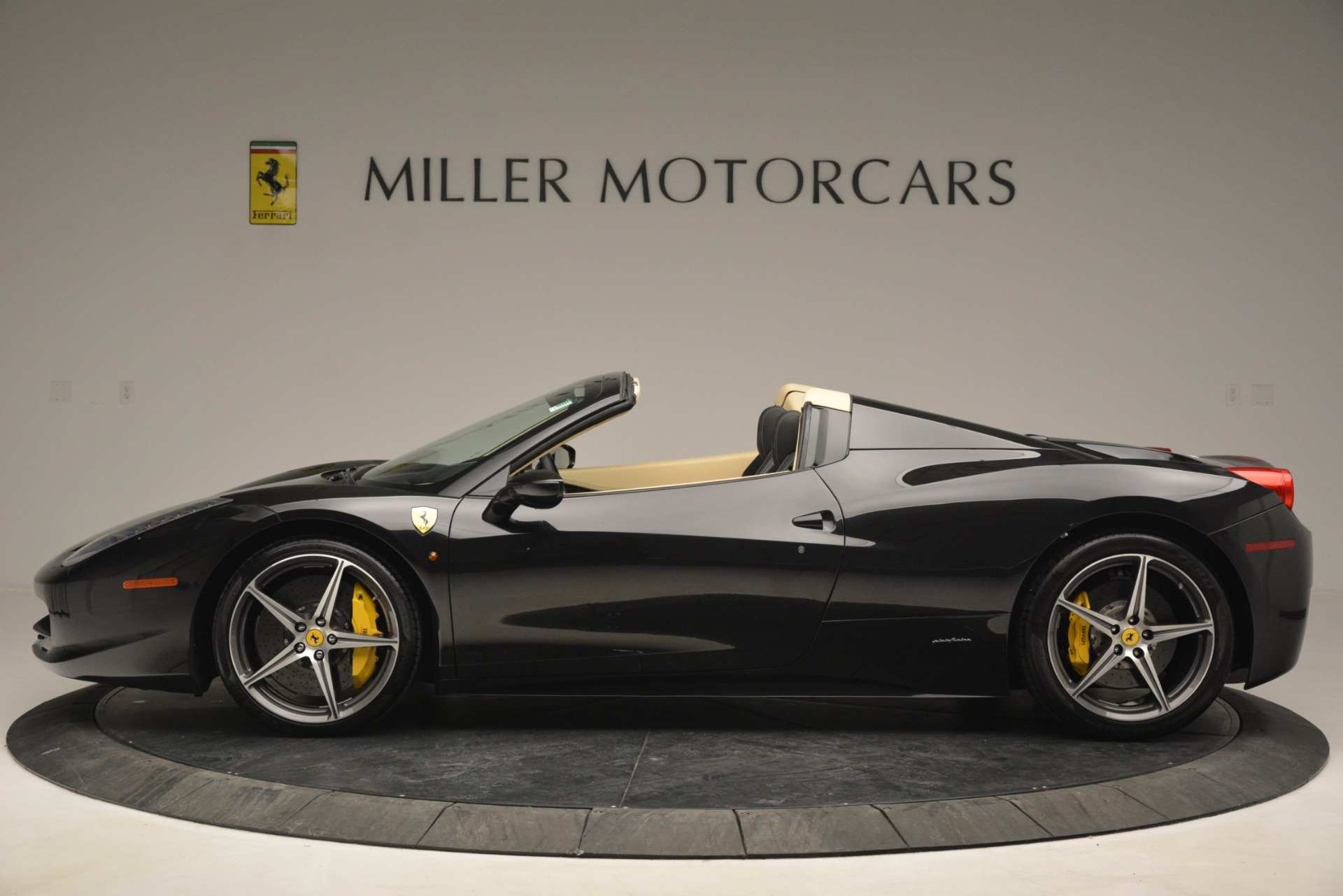 Used 2014 Ferrari 458 Spider  For Sale In Westport, CT 2258_p3