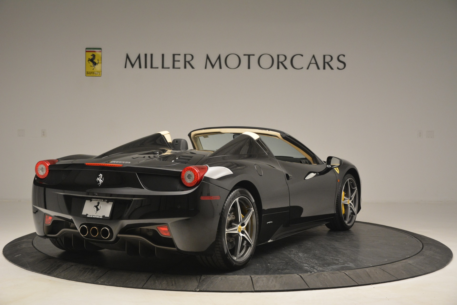 Used 2014 Ferrari 458 Spider  For Sale In Westport, CT 2258_p7