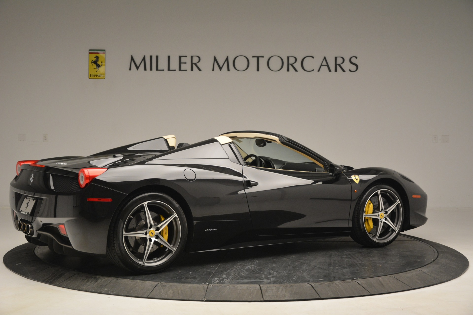 Used 2014 Ferrari 458 Spider  For Sale In Westport, CT 2258_p8