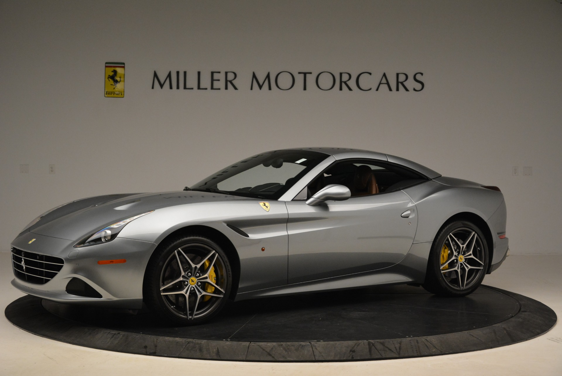 Used 2018 Ferrari California T  For Sale In Westport, CT 2287_p14