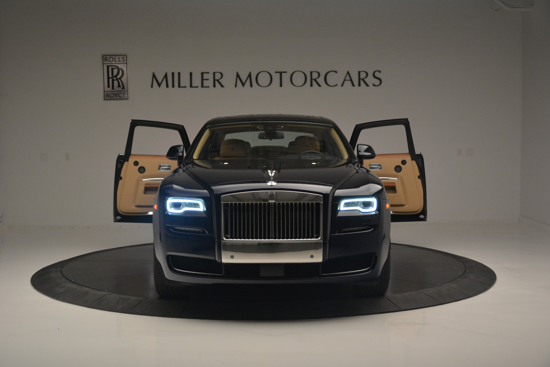 Used 2015 Rolls-Royce Ghost  For Sale In Westport, CT 2297_p13