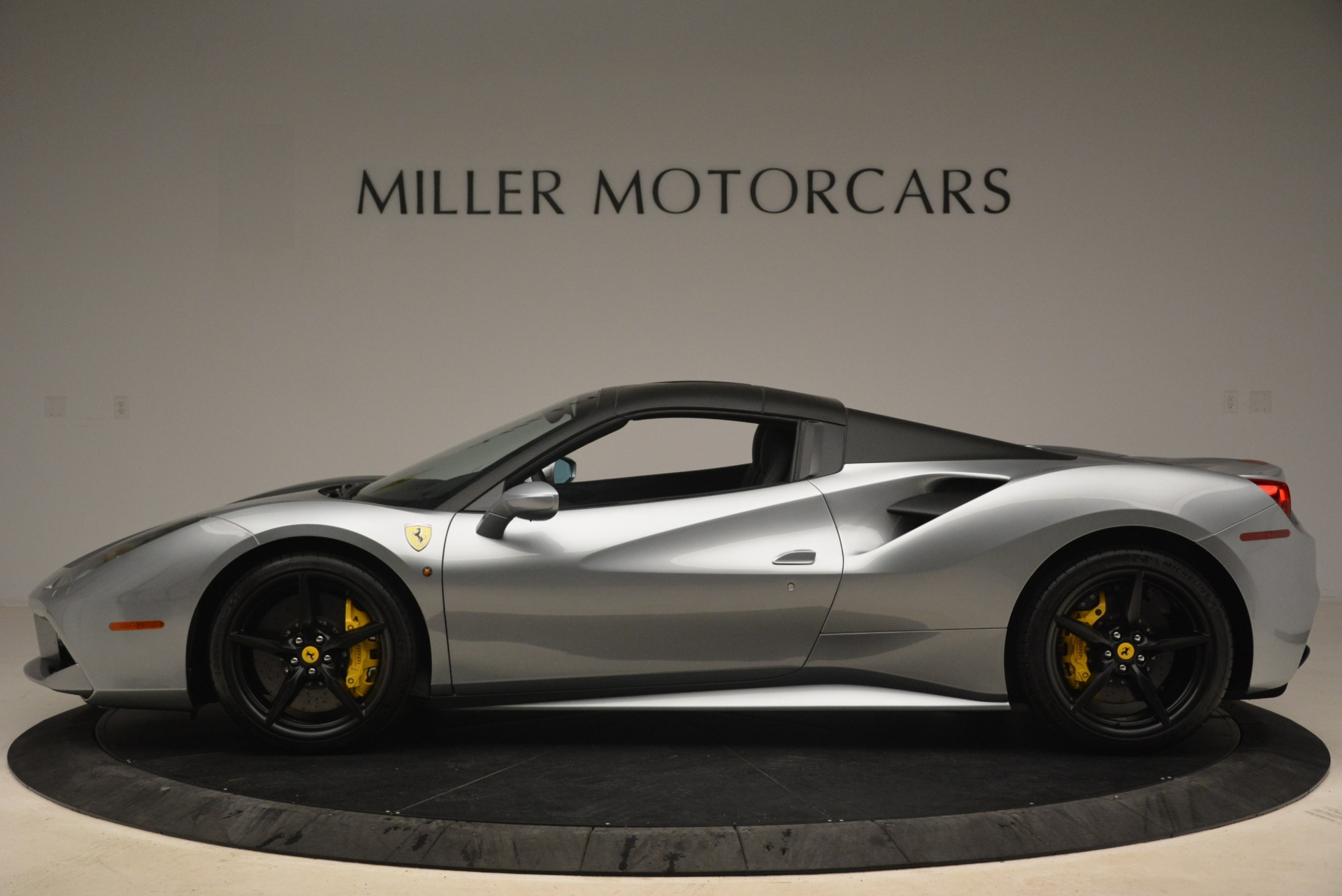 Used 2018 Ferrari 488 Spider  For Sale In Westport, CT 2306_p15