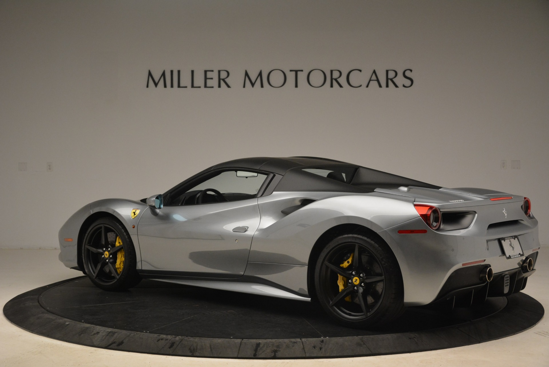 Used 2018 Ferrari 488 Spider  For Sale In Westport, CT 2306_p16