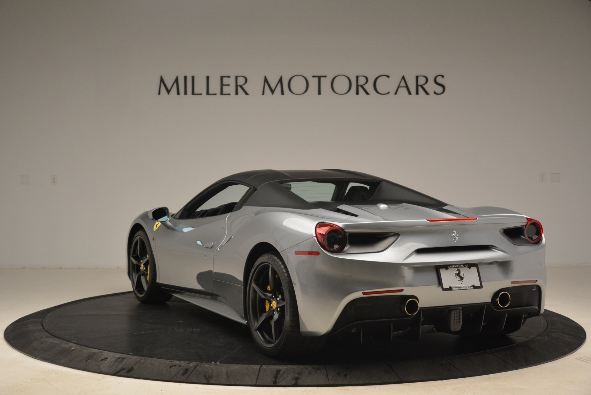 Used 2018 Ferrari 488 Spider  For Sale In Westport, CT 2306_p17
