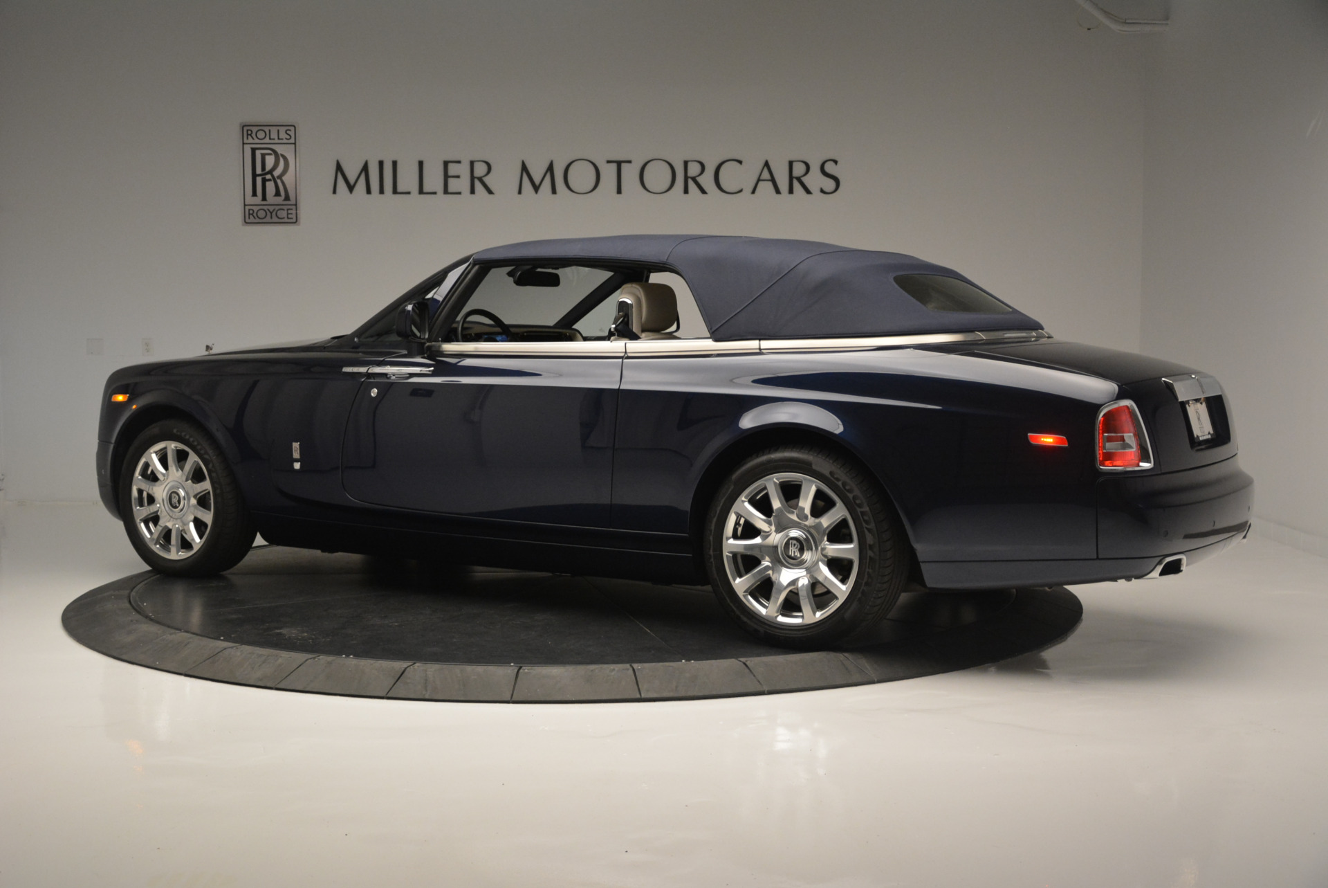 Used 2014 Rolls-Royce Phantom Drophead Coupe  For Sale In Westport, CT 2356_p11