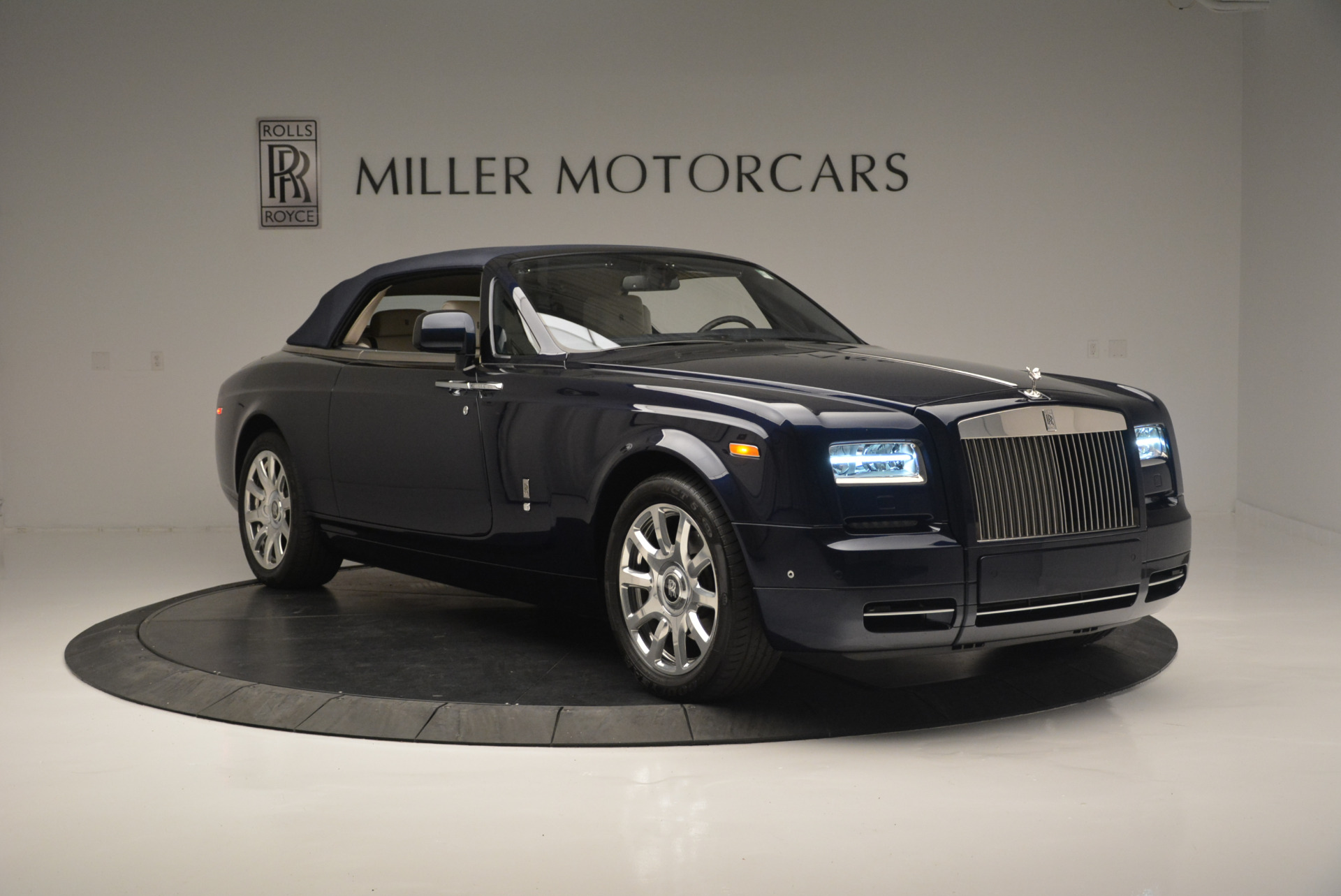 Used 2014 Rolls-Royce Phantom Drophead Coupe  For Sale In Westport, CT 2356_p15