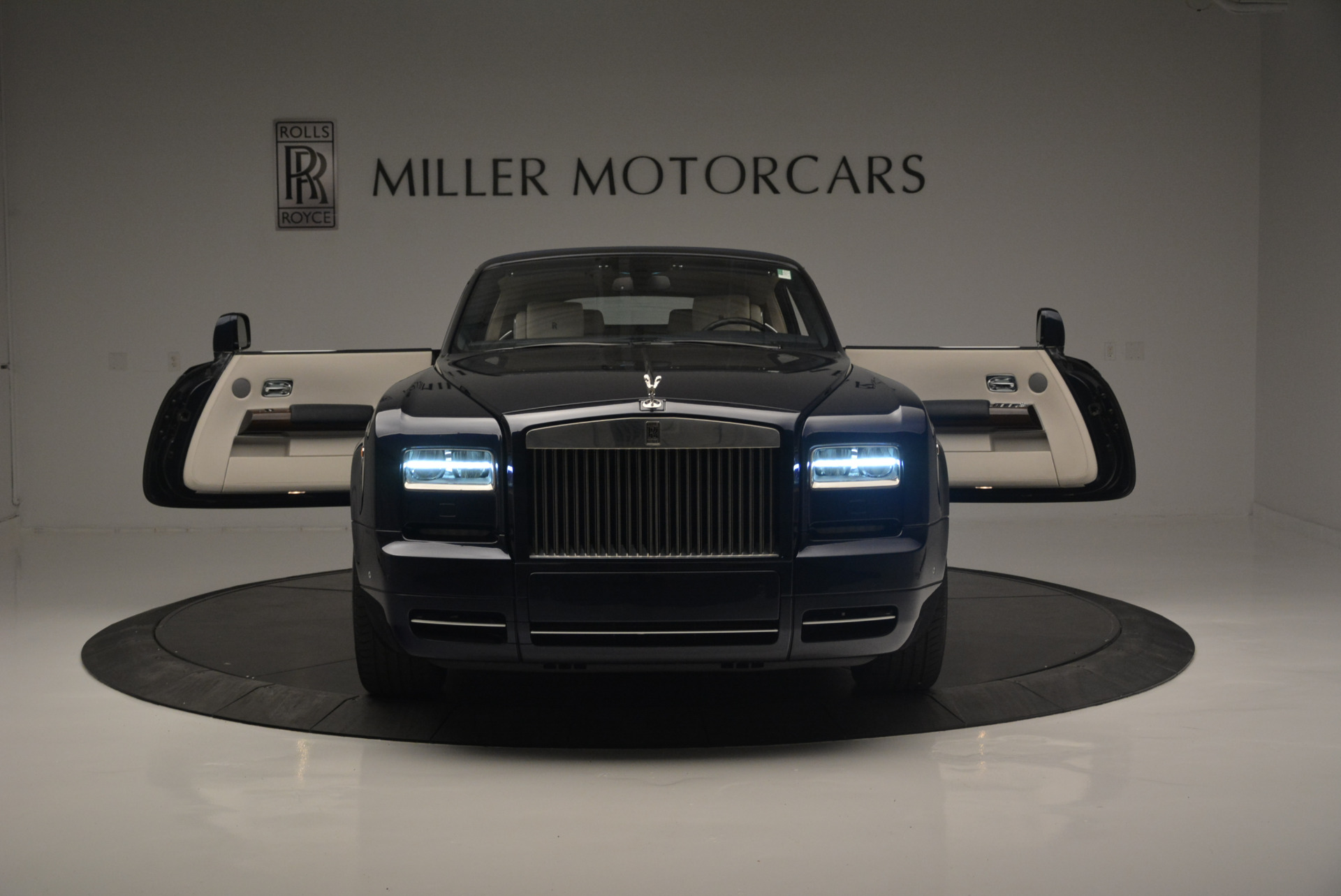 Used 2014 Rolls-Royce Phantom Drophead Coupe  For Sale In Westport, CT 2356_p17