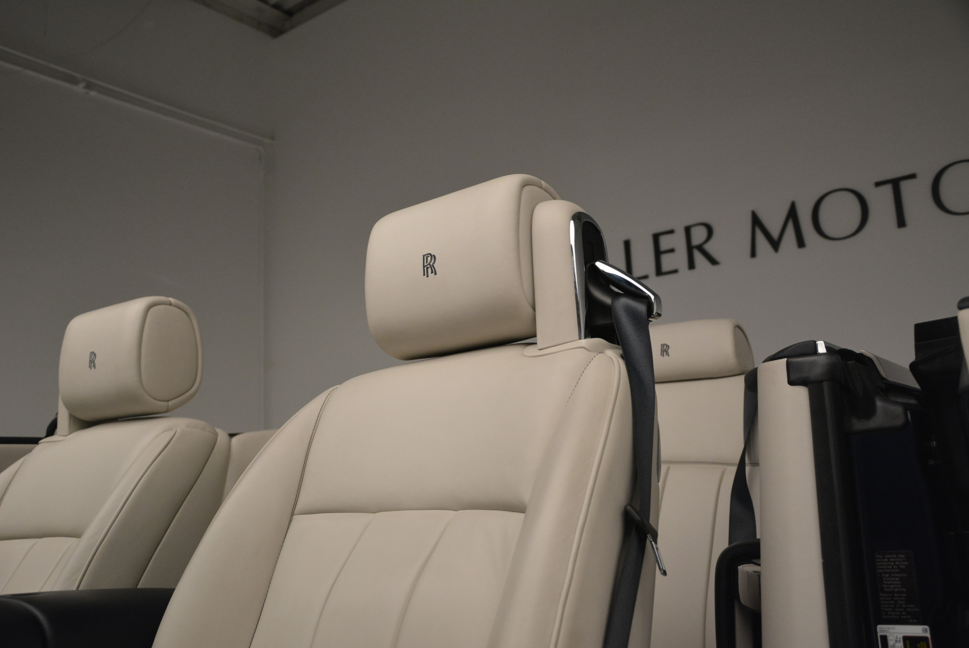 Used 2014 Rolls-Royce Phantom Drophead Coupe  For Sale In Westport, CT 2356_p20