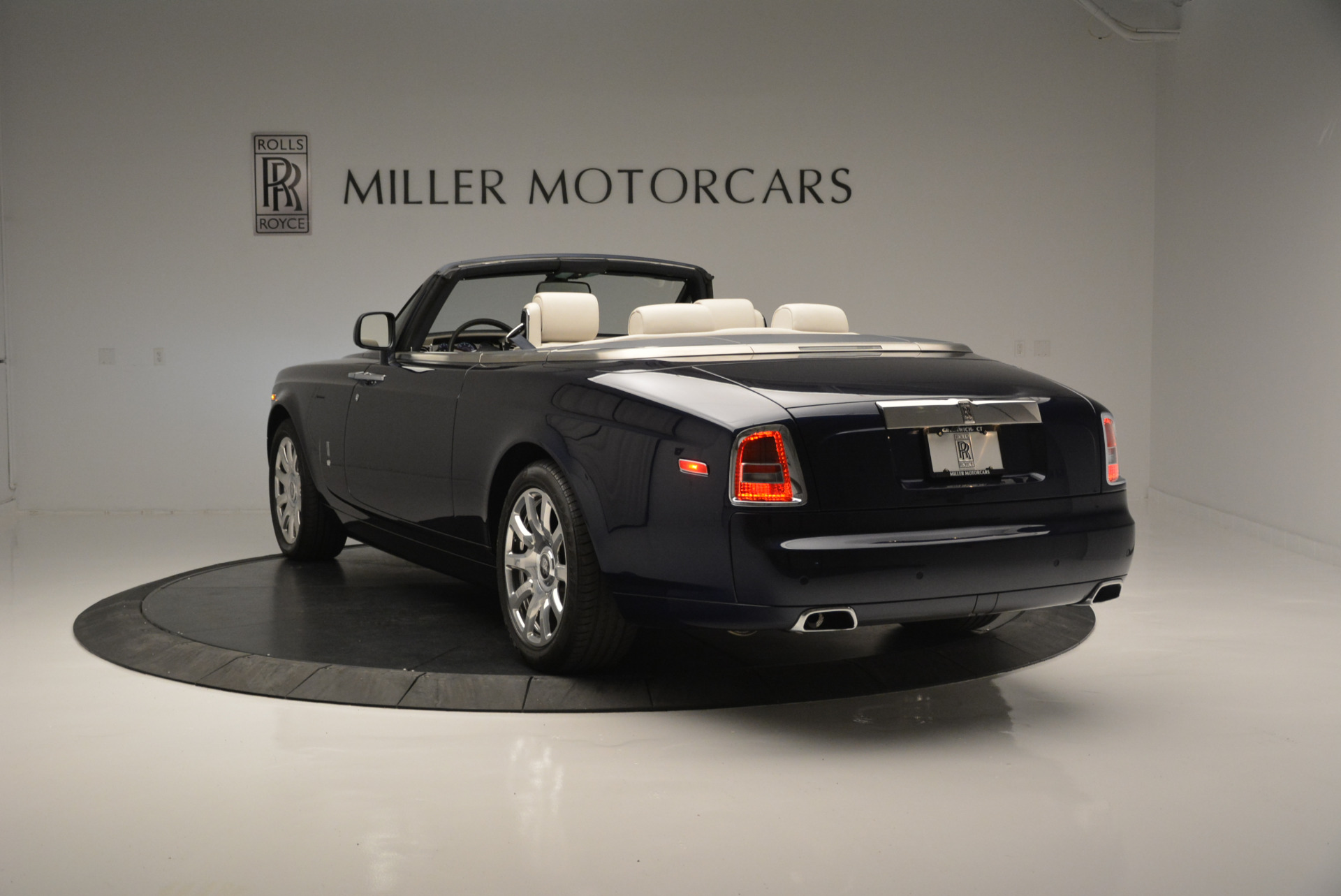 Used 2014 Rolls-Royce Phantom Drophead Coupe  For Sale In Westport, CT 2356_p3