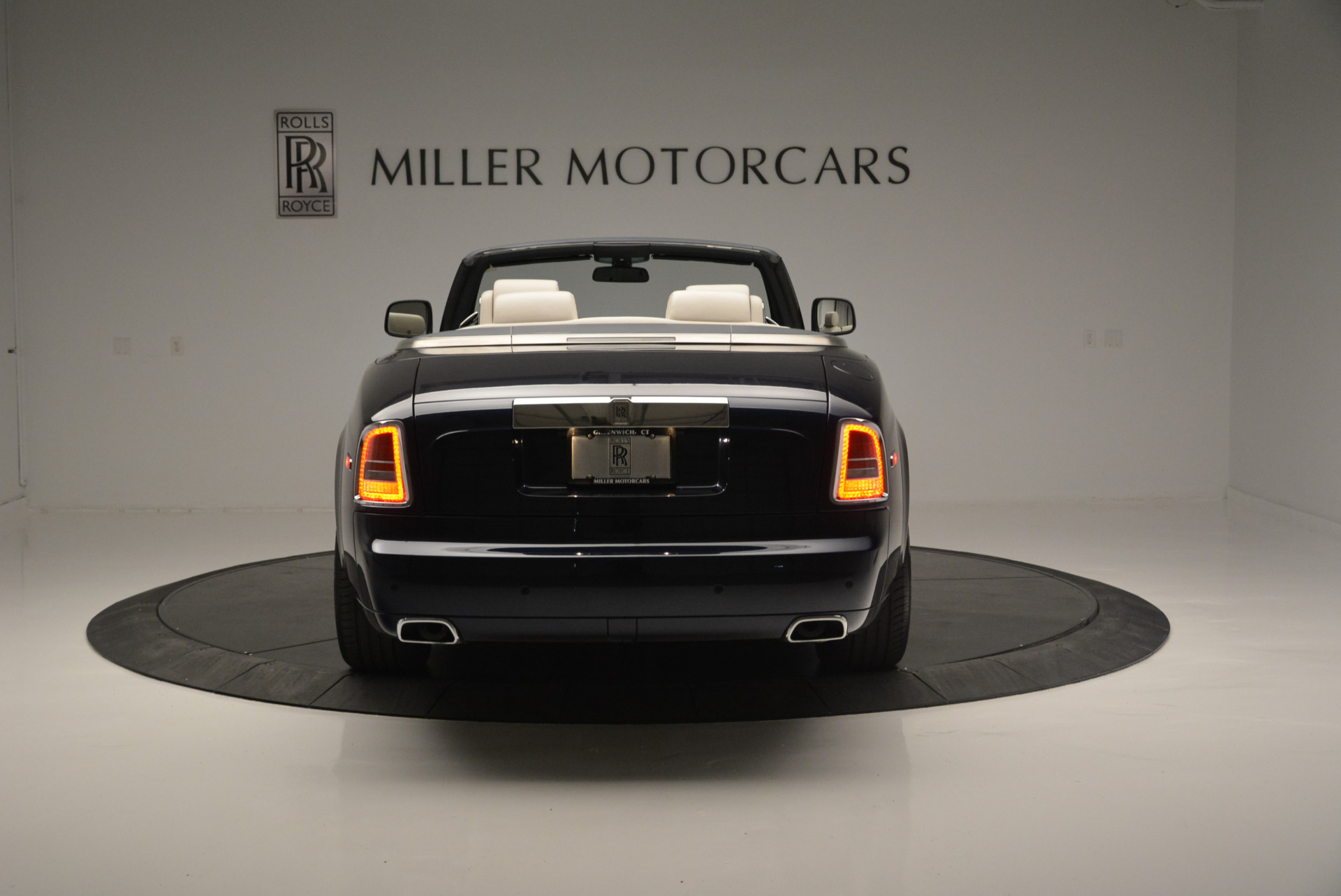 Used 2014 Rolls-Royce Phantom Drophead Coupe  For Sale In Westport, CT 2356_p4