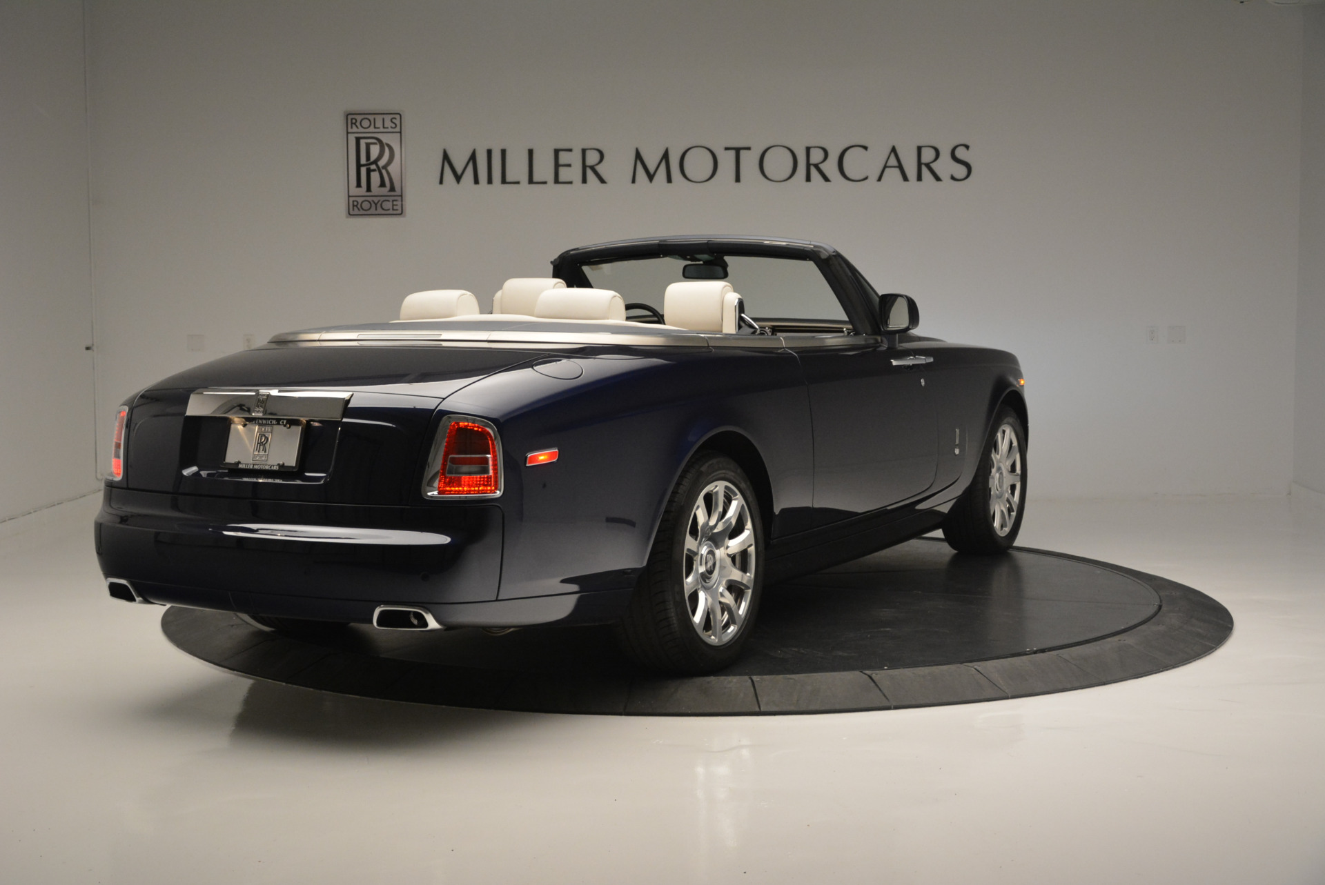 Used 2014 Rolls-Royce Phantom Drophead Coupe  For Sale In Westport, CT 2356_p5