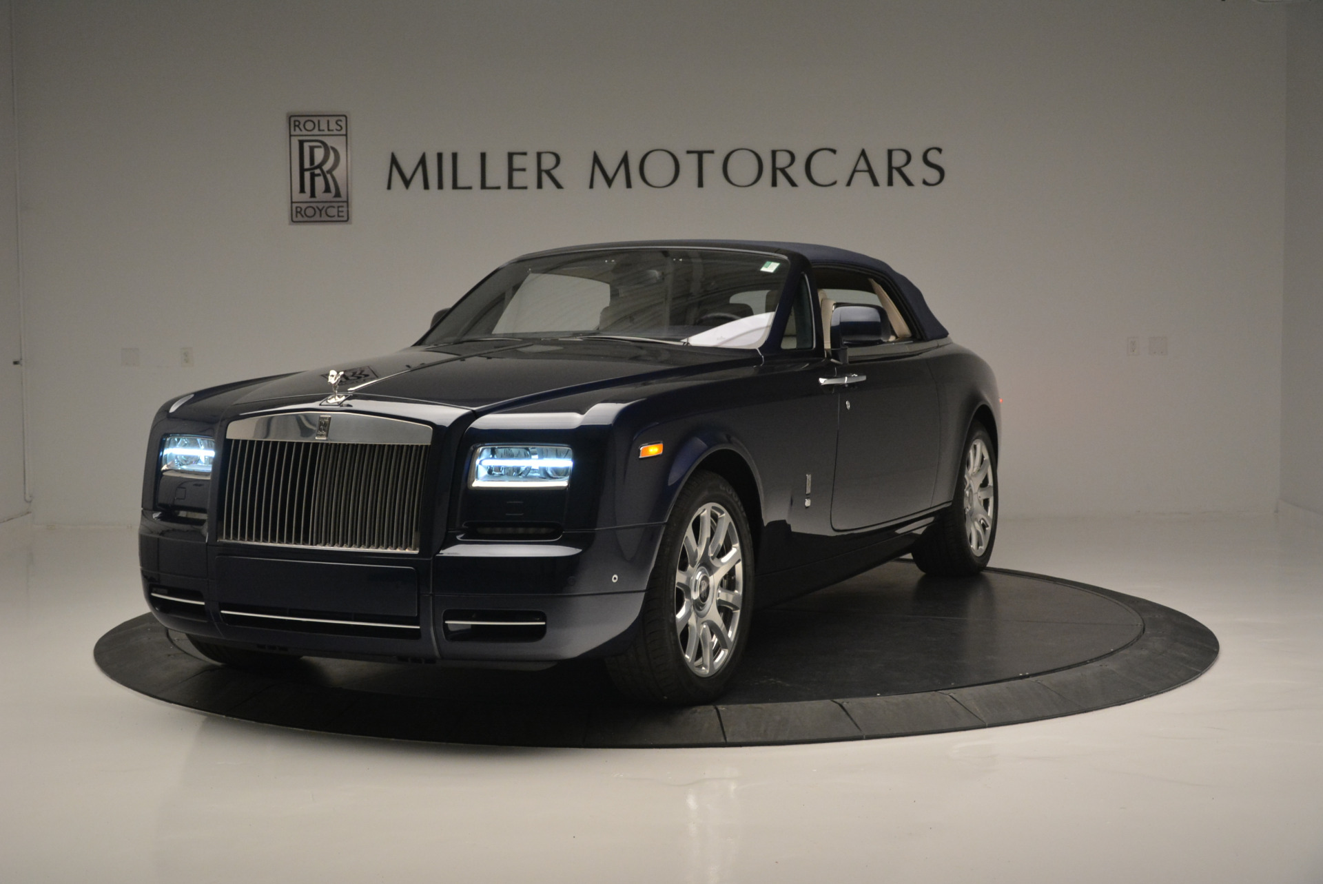 Used 2014 Rolls-Royce Phantom Drophead Coupe  For Sale In Westport, CT 2356_p9