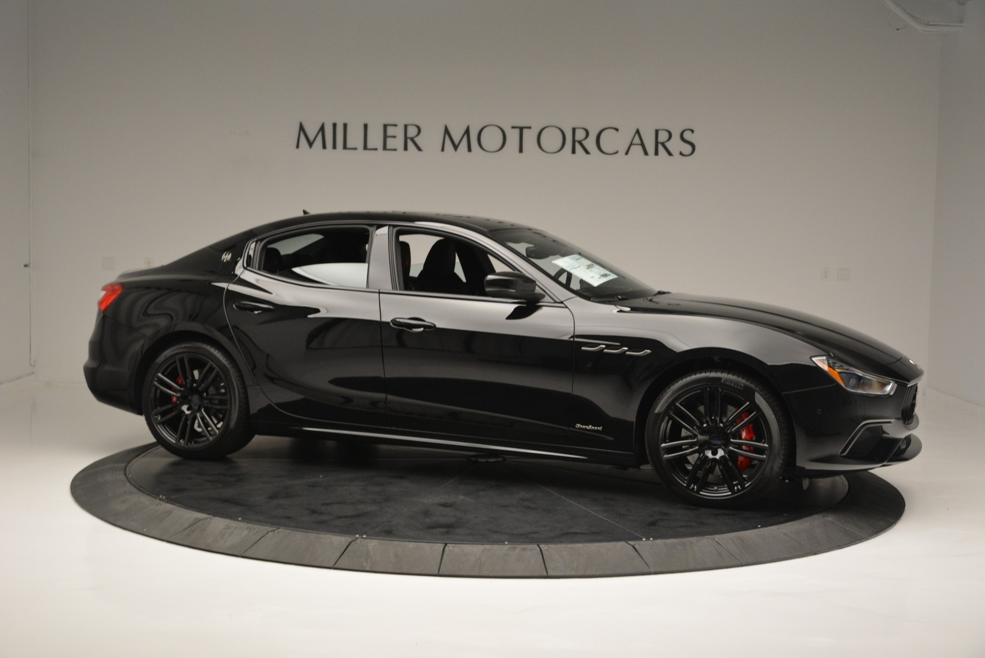 New 2018 Maserati Ghibli SQ4 GranSport Nerissimo For Sale In Westport, CT 2366_p10