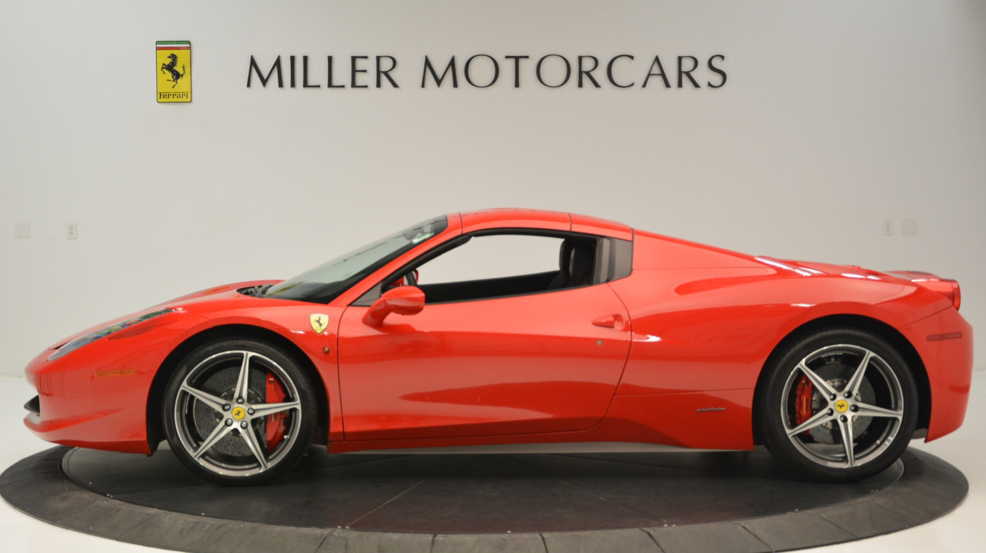 Used 2015 Ferrari 458 Spider  For Sale In Westport, CT 2369_p16