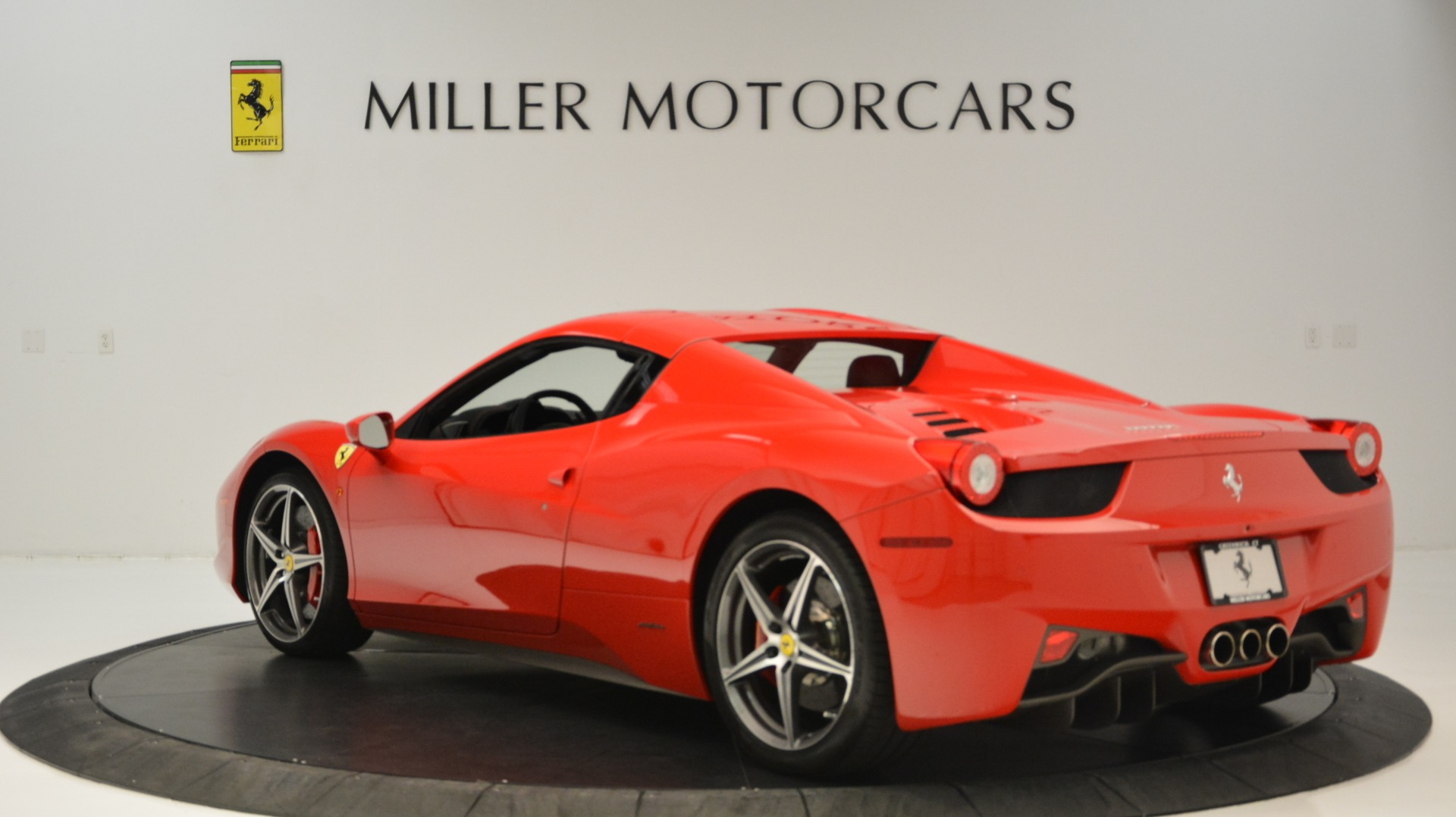 Used 2015 Ferrari 458 Spider  For Sale In Westport, CT 2369_p18