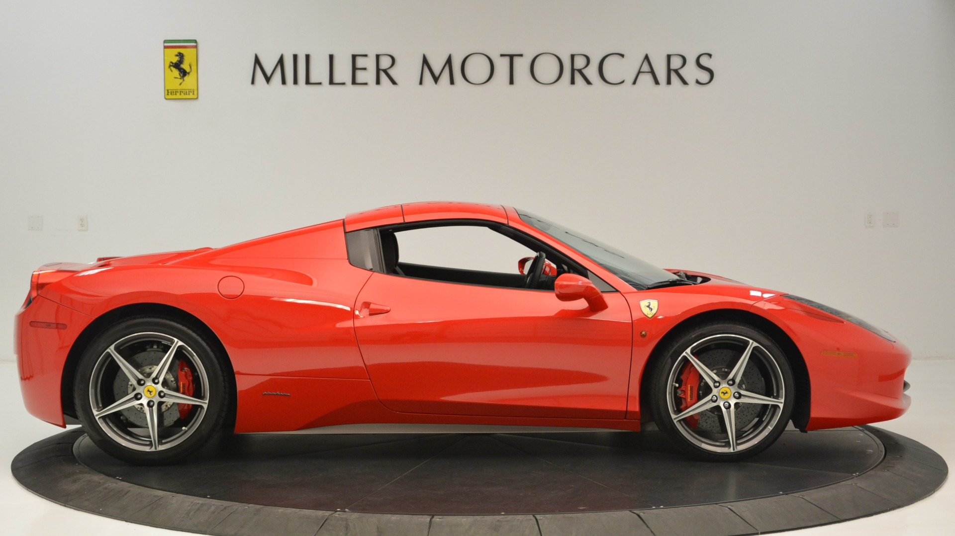 Used 2015 Ferrari 458 Spider  For Sale In Westport, CT 2369_p22