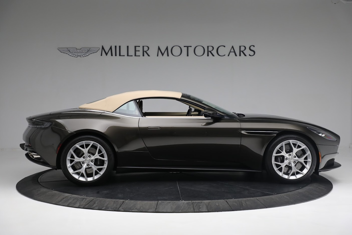 New 2019 Aston Martin DB11 V8 Convertible For Sale In Westport, CT 2410_p16