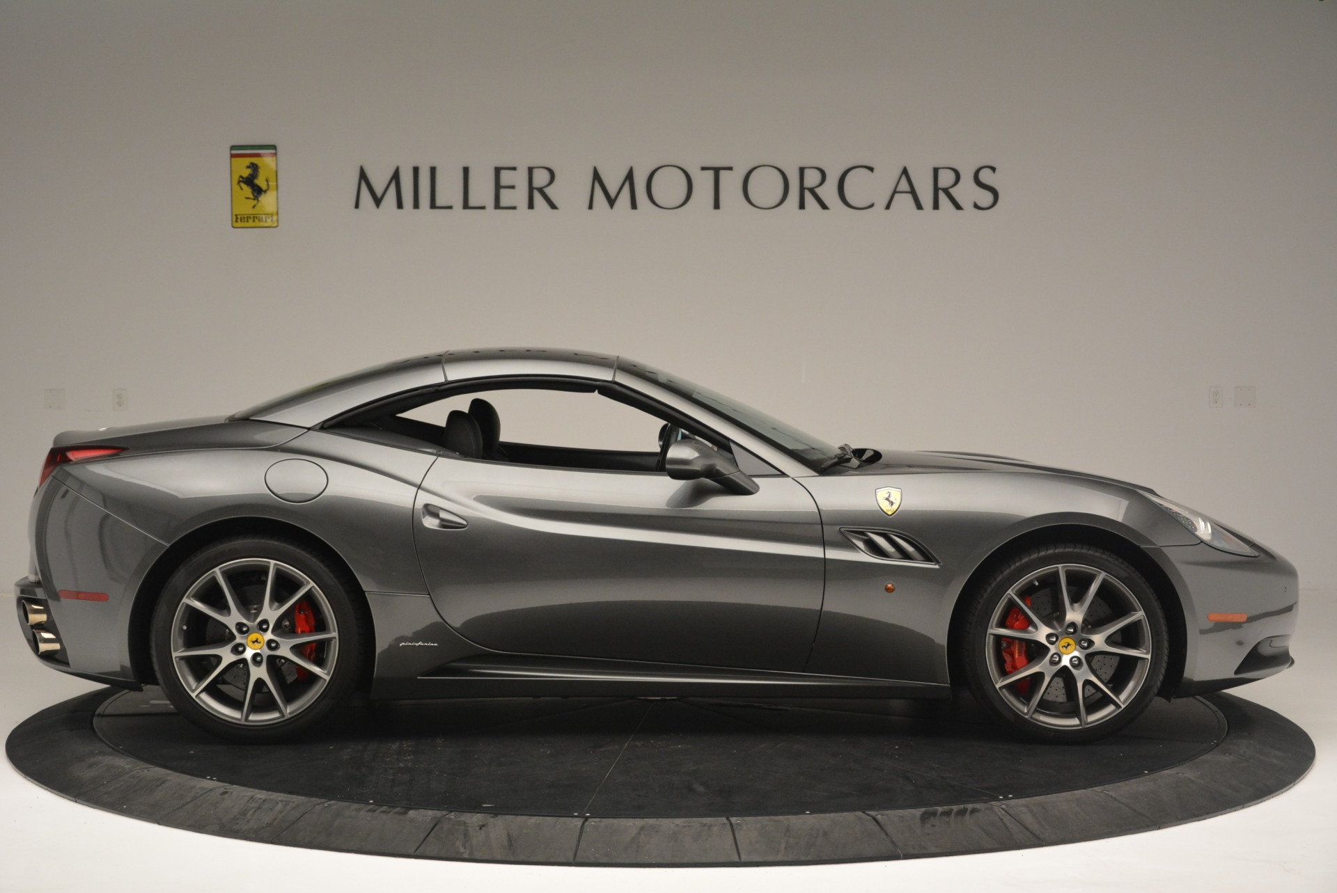 Used 2010 Ferrari California  For Sale In Westport, CT 2424_p21