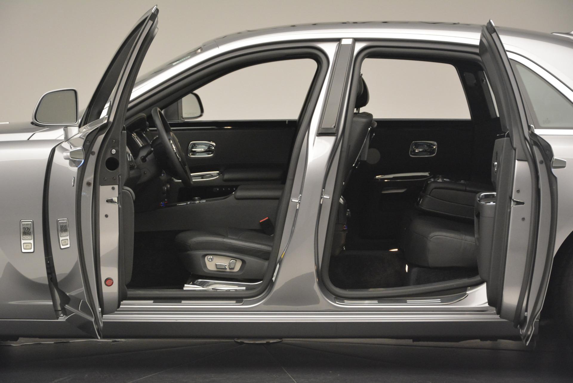 Used 2012 Rolls-Royce Ghost  For Sale In Westport, CT 2447_p4