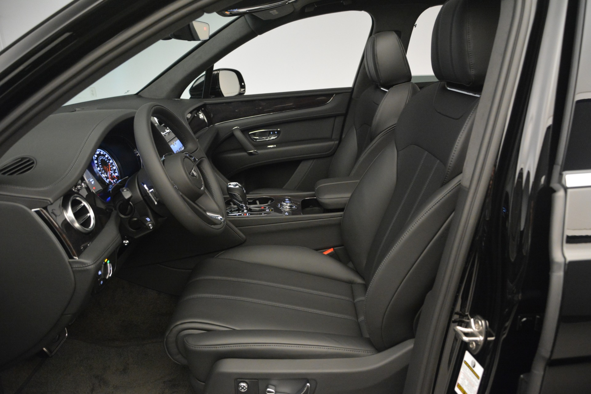 New 2019 Bentley Bentayga V8 For Sale In Westport, CT 2545_p18
