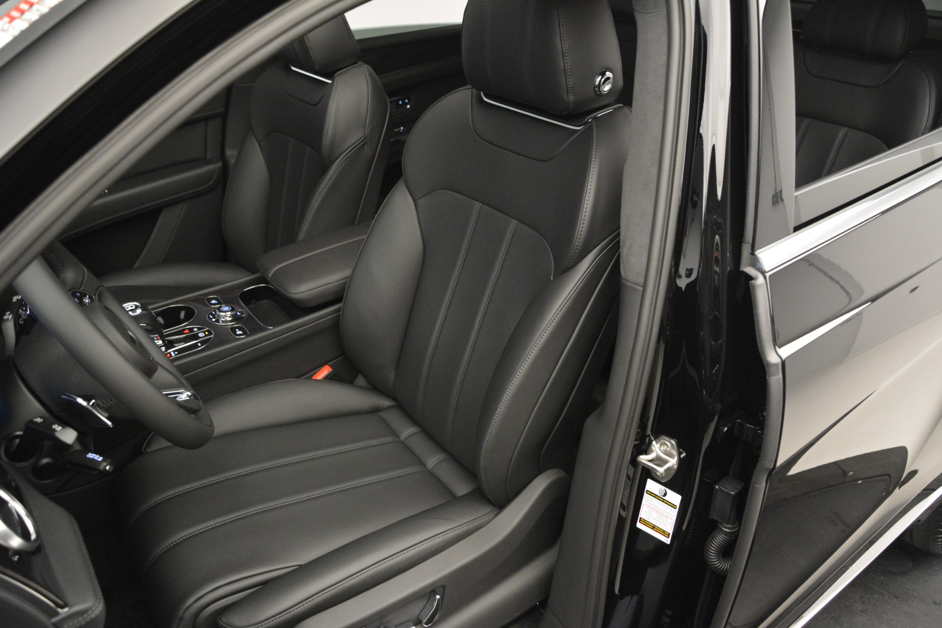 New 2019 Bentley Bentayga V8 For Sale In Westport, CT 2545_p19