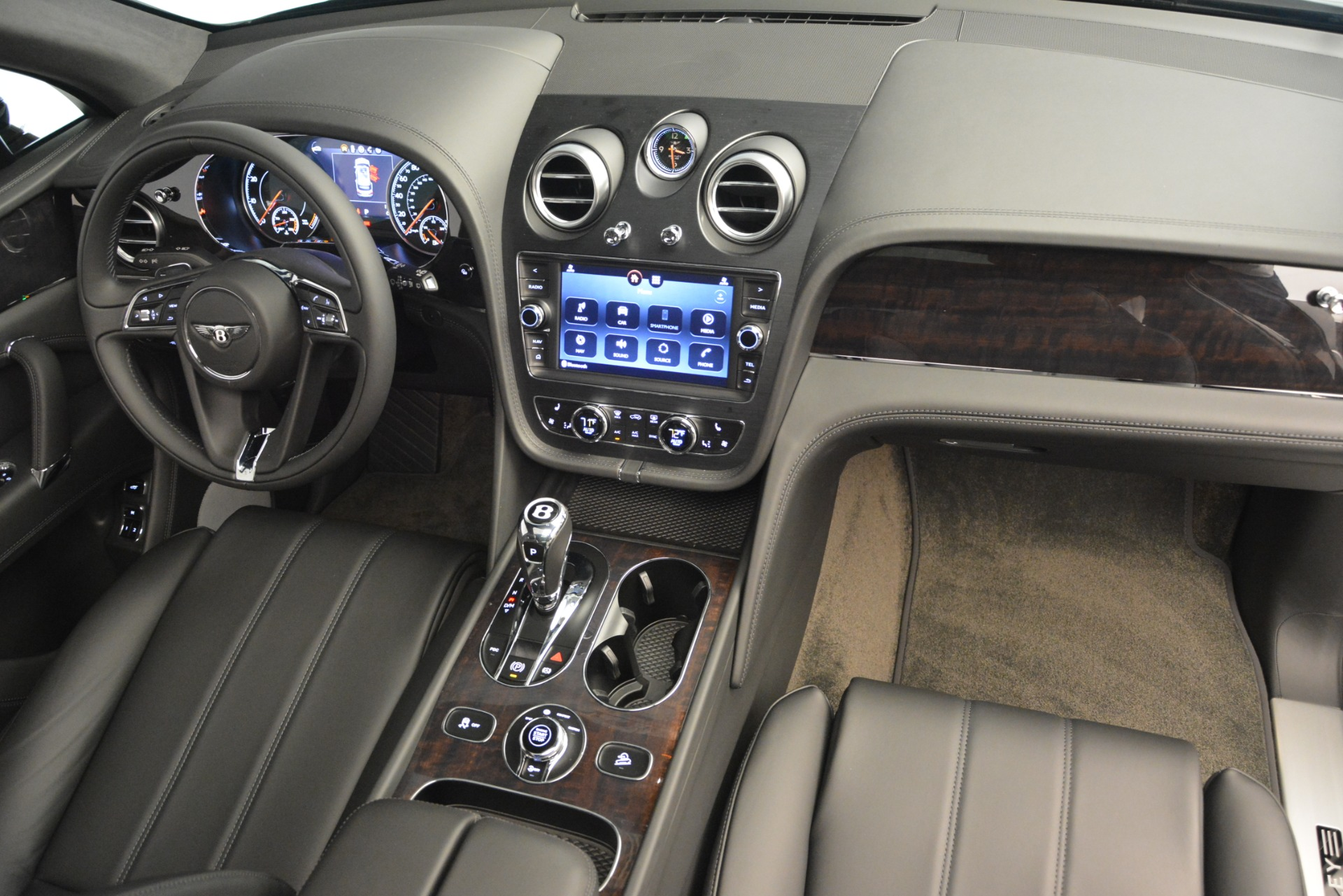 New 2019 Bentley Bentayga V8 For Sale In Westport, CT 2545_p32
