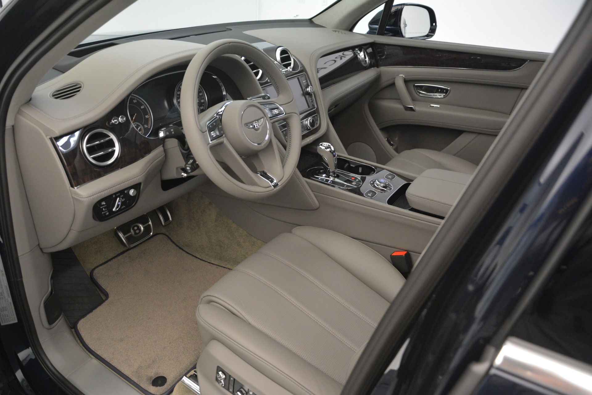 New 2019 Bentley Bentayga V8 For Sale In Westport, CT 2549_p17
