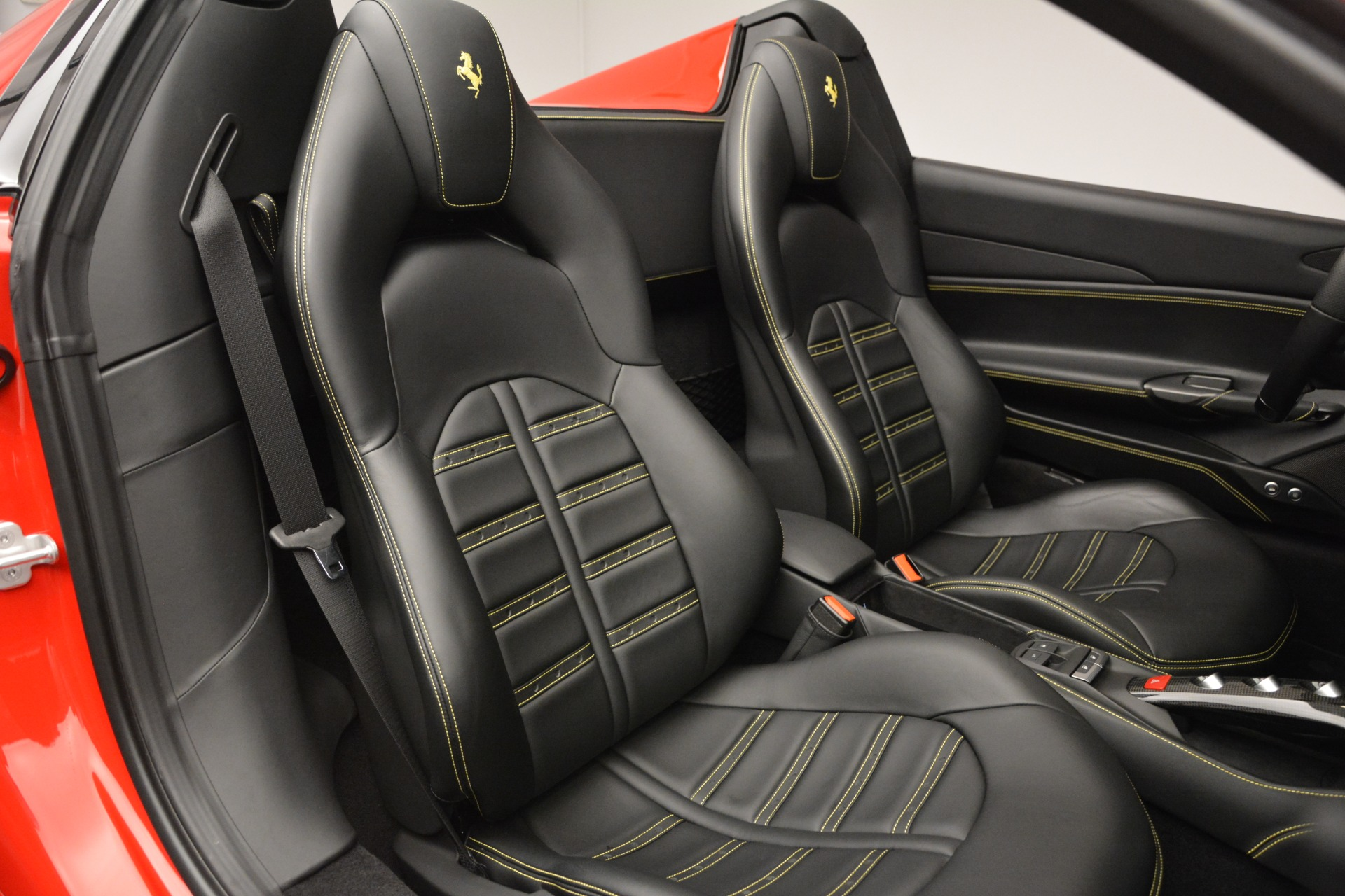 Used 2018 Ferrari 488 Spider  For Sale In Westport, CT 2570_p31