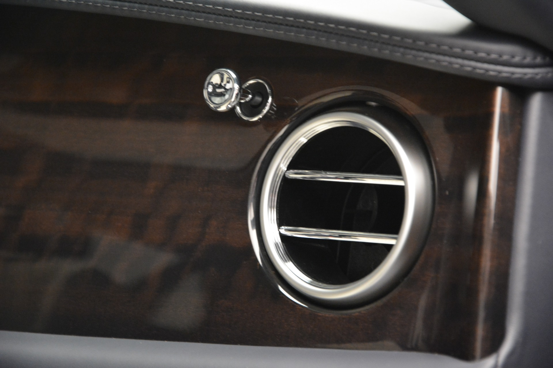New 2018 Bentley Flying Spur V8 For Sale In Westport, CT 2572_p23