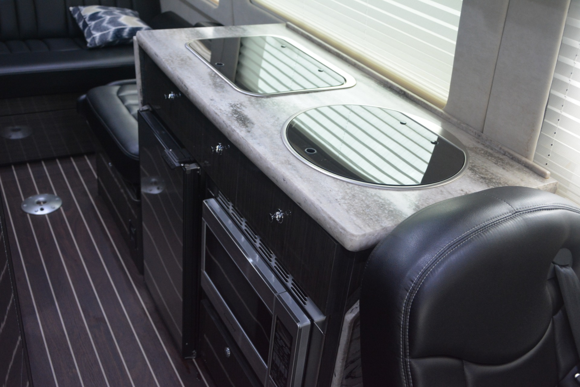 Used 2014 Mercedes-Benz Sprinter 3500 Airstream Lounge Extended For Sale In Westport, CT 2595_p21