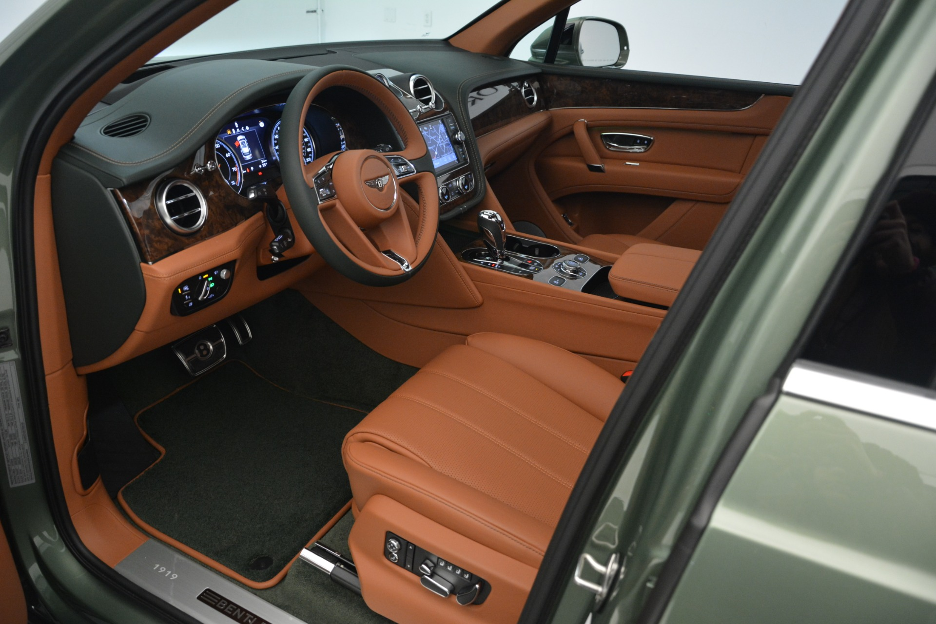 New 2019 Bentley Bentayga V8 For Sale In Westport, CT 2644_p20