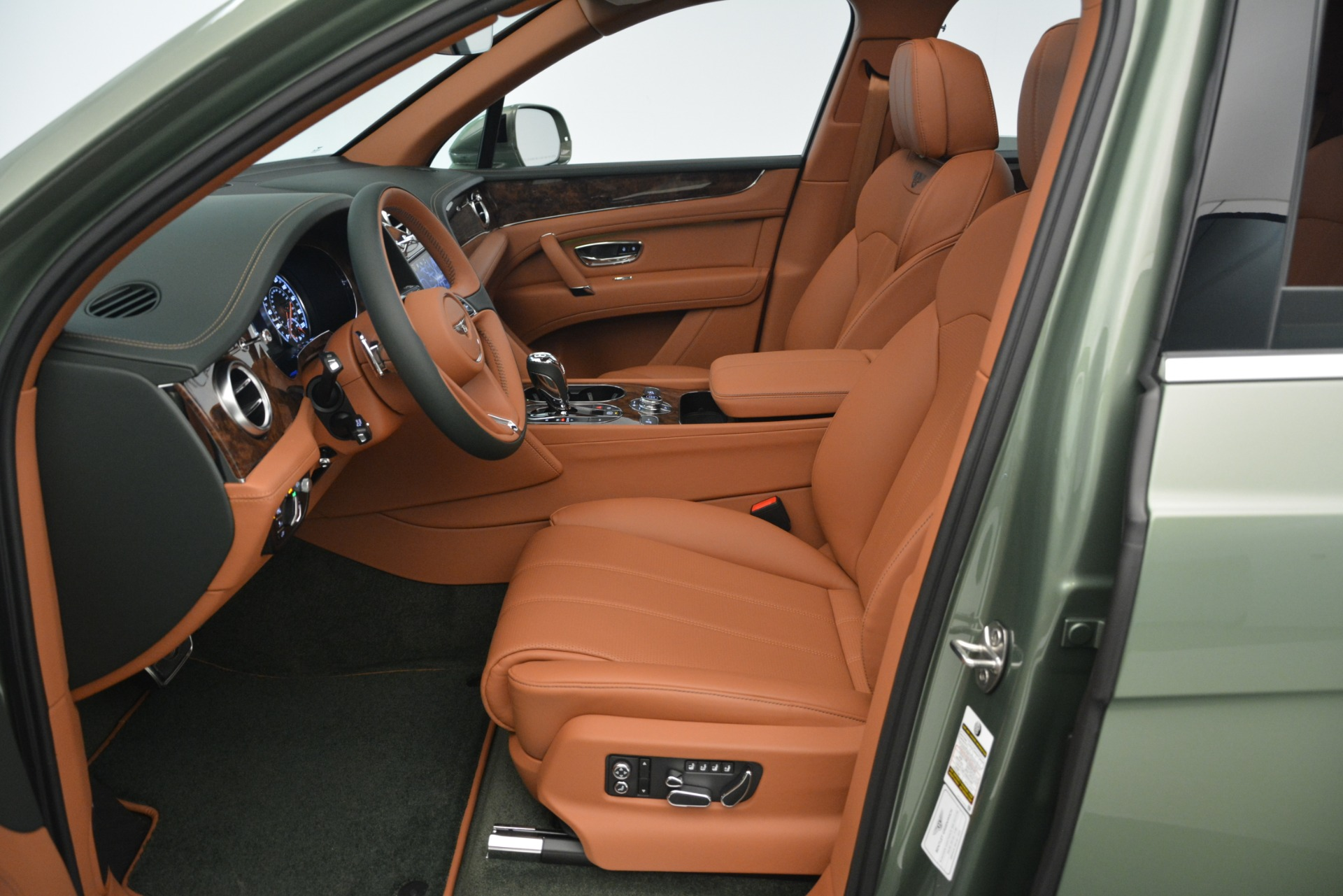 New 2019 Bentley Bentayga V8 For Sale In Westport, CT 2644_p21