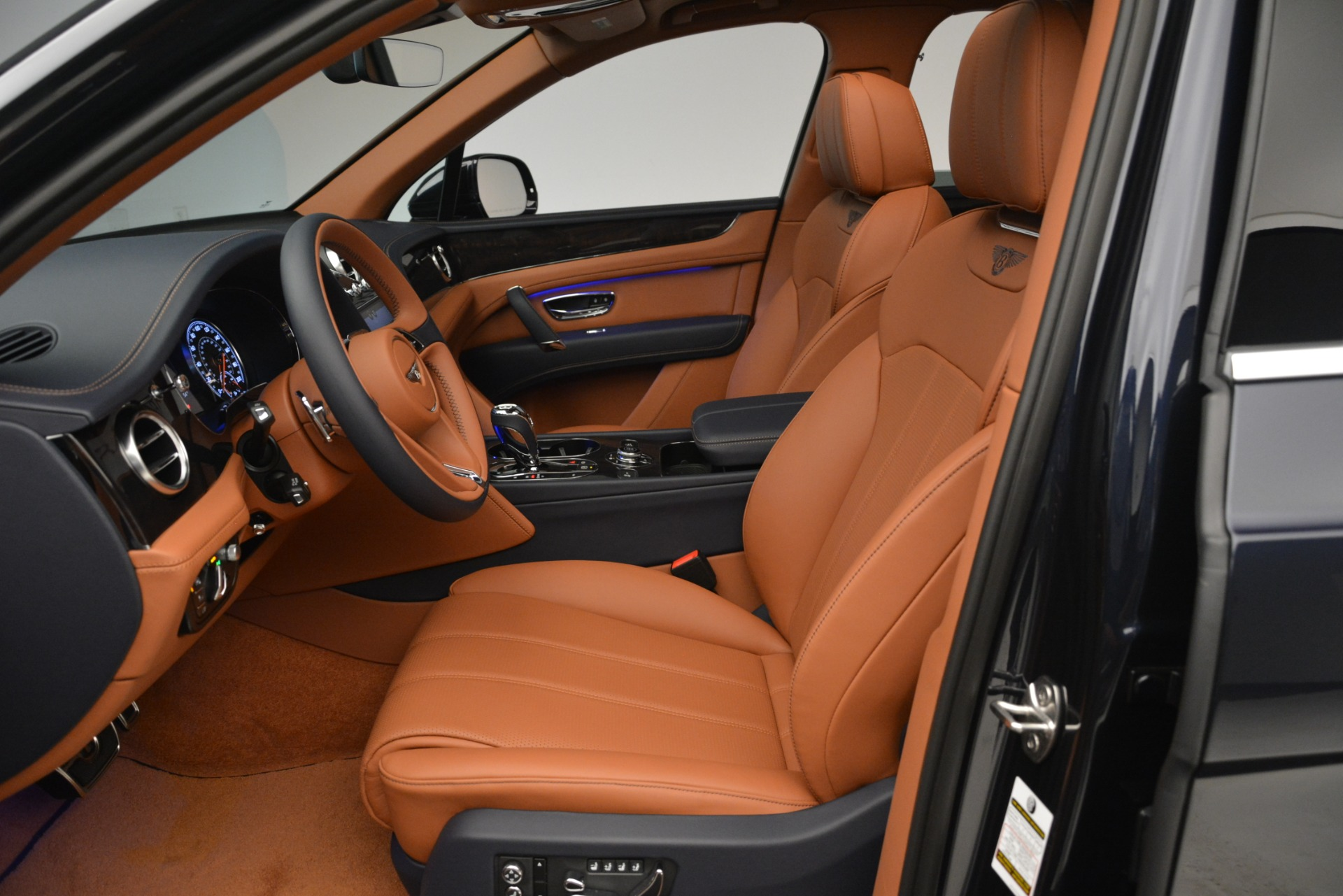 New 2019 Bentley Bentayga V8 For Sale In Westport, CT 2672_p18